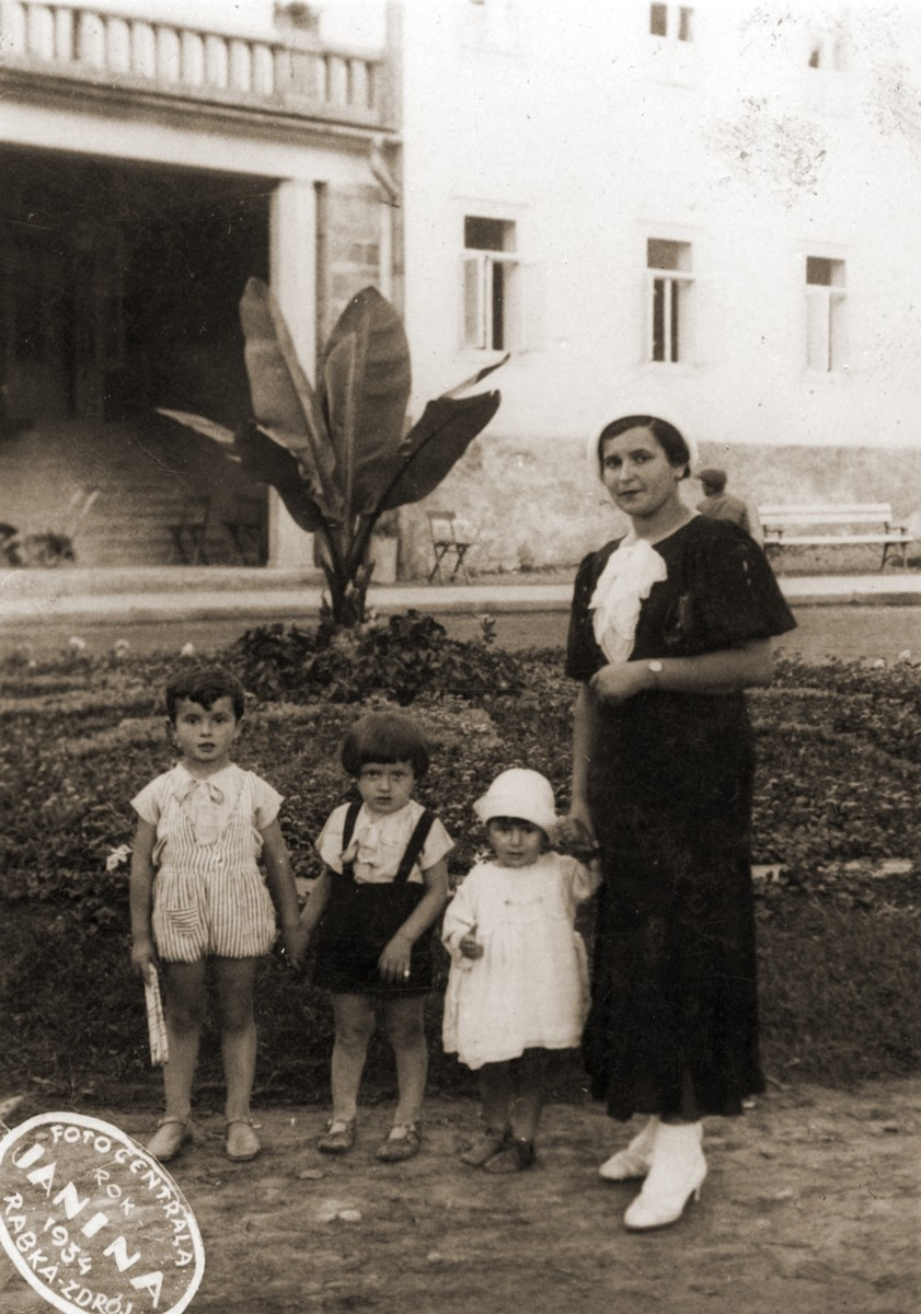 Hinda Sztajnberg and her children at a summer resort.  Pictured from left to right are:  Mordechai Zvi, Avraham Itzhak and Feiga Bluma . All perished in Auschwitz.