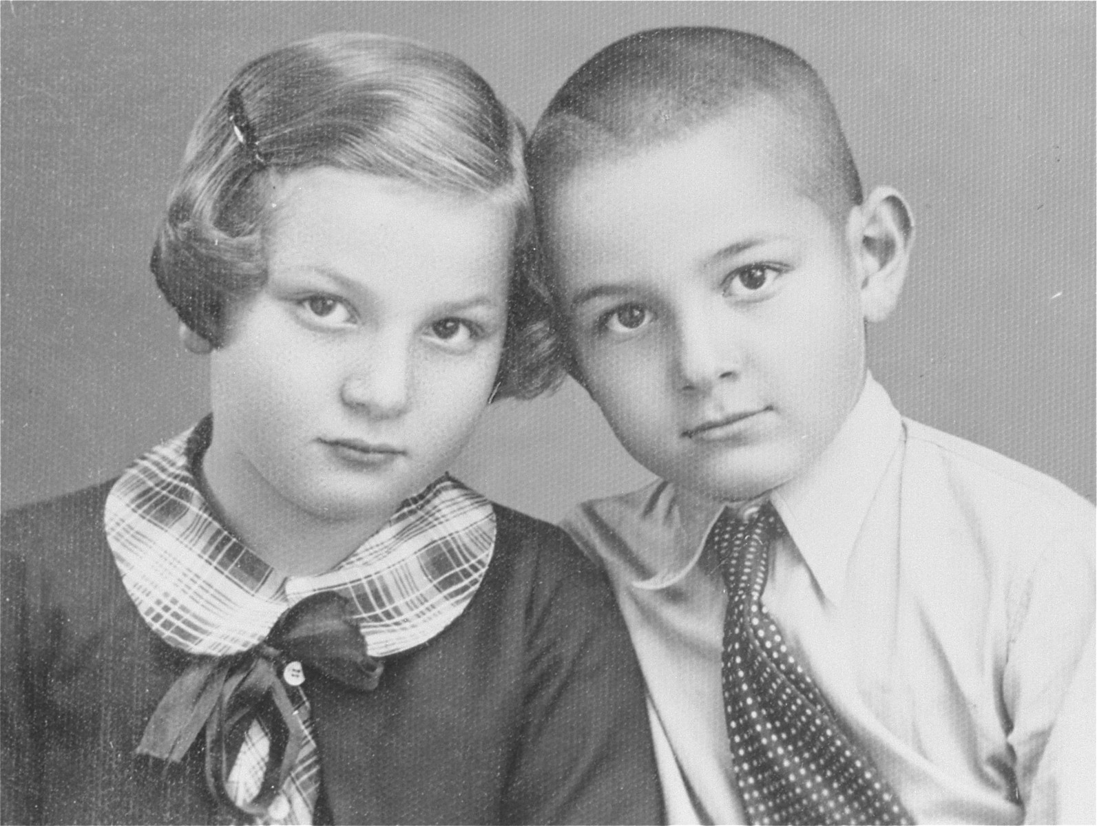 Portrait of the donor's two children, Heinrich and Alice Muller, taken in London while they awaited a ship to take them to Canada.