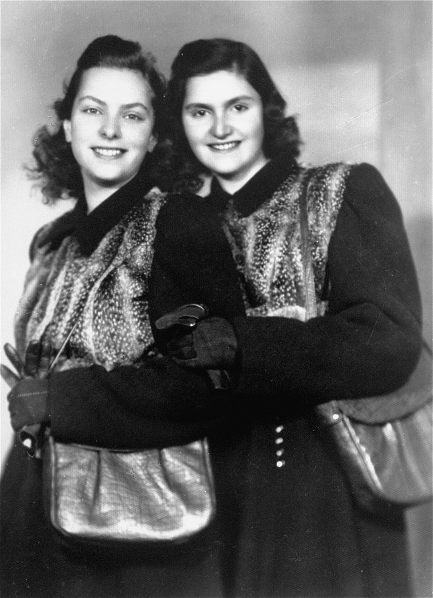 Postwar portrait of Dorottya (Dolly) and her twin sister, Ida Marianne (Mari) Dezsoefi.