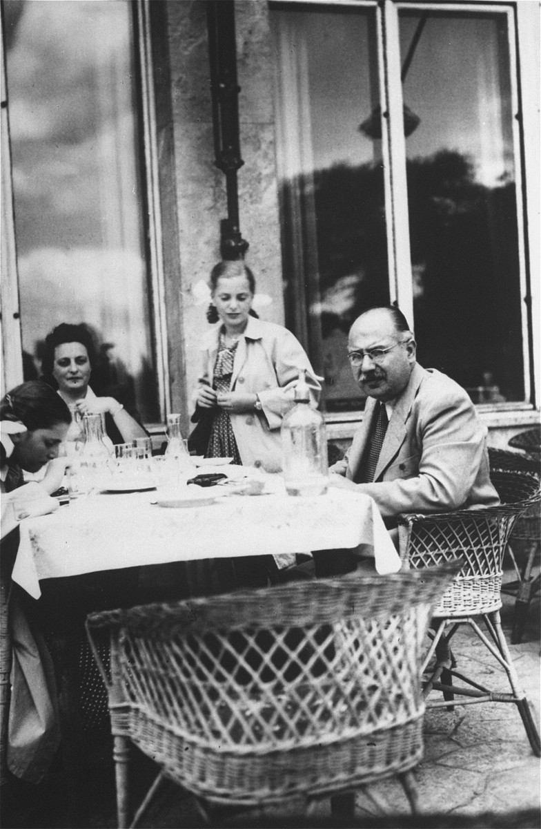 The Dezsoefi twins, Dorottya (far left) and Ida Marianne (standing) share a meal with their aunt, Elizabeth Tieberger and their stepfather, George Paul.
