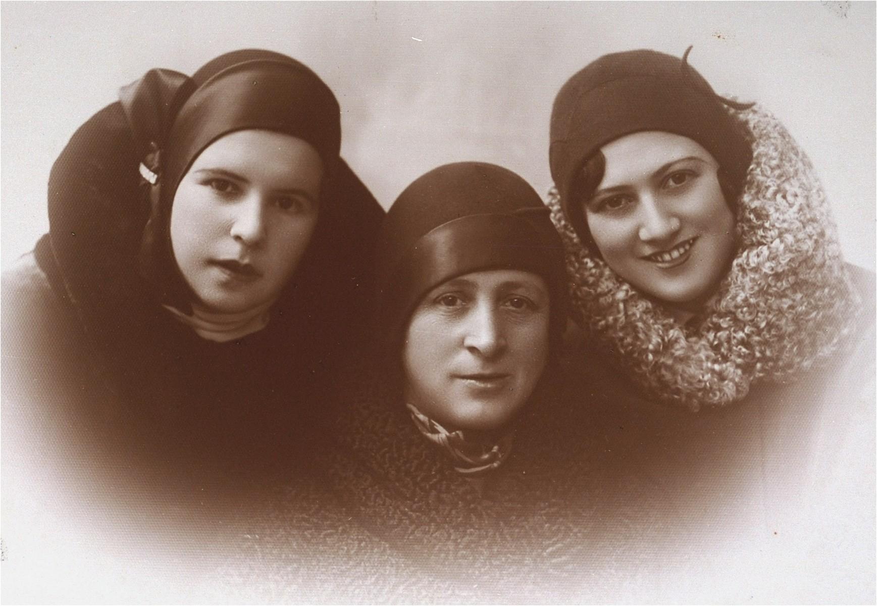 Portrait of the three Gellerman cousins in Kovno.