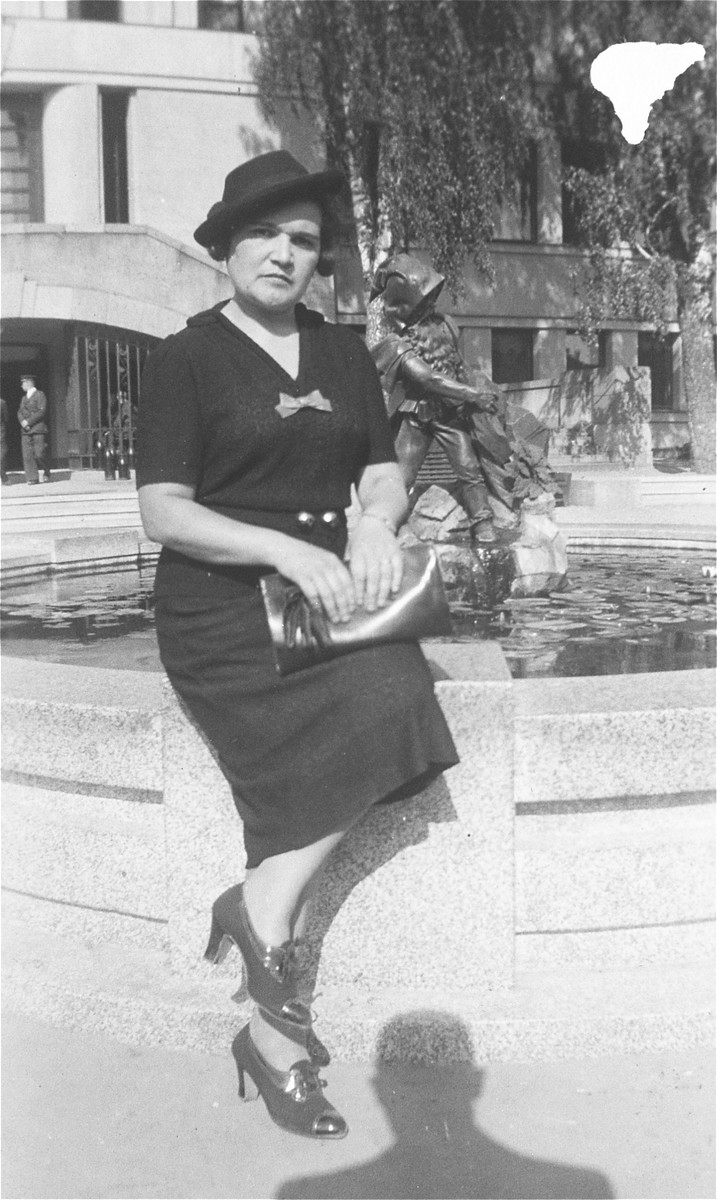 Chaya Gar, during her return visit to Lithuania in the summer of 1938.
