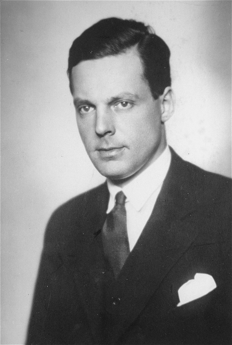 Jan Zwartendijk.  Jan Zwartendijk (1896-1976) arrived in Kovno in 1938 as the Dutch representative of Philips Electric in Lithuania.  Soon after the fall of Holland to Hitler's forces on 10 May 1940, however, Zwartendijk was named the honorary Dutch consul by ambassador LPJ de Decker in Riga, Latvia, who sacked the official consul for having pro-Nazi sentiments.  This change came at roughly the same time as the Soviet occupation of Lithuania in June 1940.  Zwartendijk was then approached in the third week of July 1940 by Nathan Gutwirth, a Dutch national and young yeshiva student in Tels, Lithuania, who he had come to know through their common interest in soccer. Gutwirth requested a transit visa to Curacao, which Zwartendijk was denied permission to give.  Zwartendijk then appealed to de Decker for help and the ambassador sent him a document stating that no visa was necessary for travel to Curacao, and that landing was permitted solely at the discretion of the island's governor.  De Decker suggested that Zwartendijk simply strike out the part about the governor's authority and write into Gutwirth's passport an official statement that he was travelling to Curacao.  Zwartendijk followed this course and within hours Gutwirth had spread word about the 'pseudo visas' among the thousands of Polish-Jewish refugees in Kovno, who subsequently flooded Zwartendijk's office seeking 'Curacao visas'.  These 'visas' were then used by refugees to procure Japanese transit visas from Sugihara through the USSR.  It is estimated that by the time the Dutch consulate was closed at the beginning of August 1940, Zwartendijk had written between 1200 and 1400 life saving 'visas'.