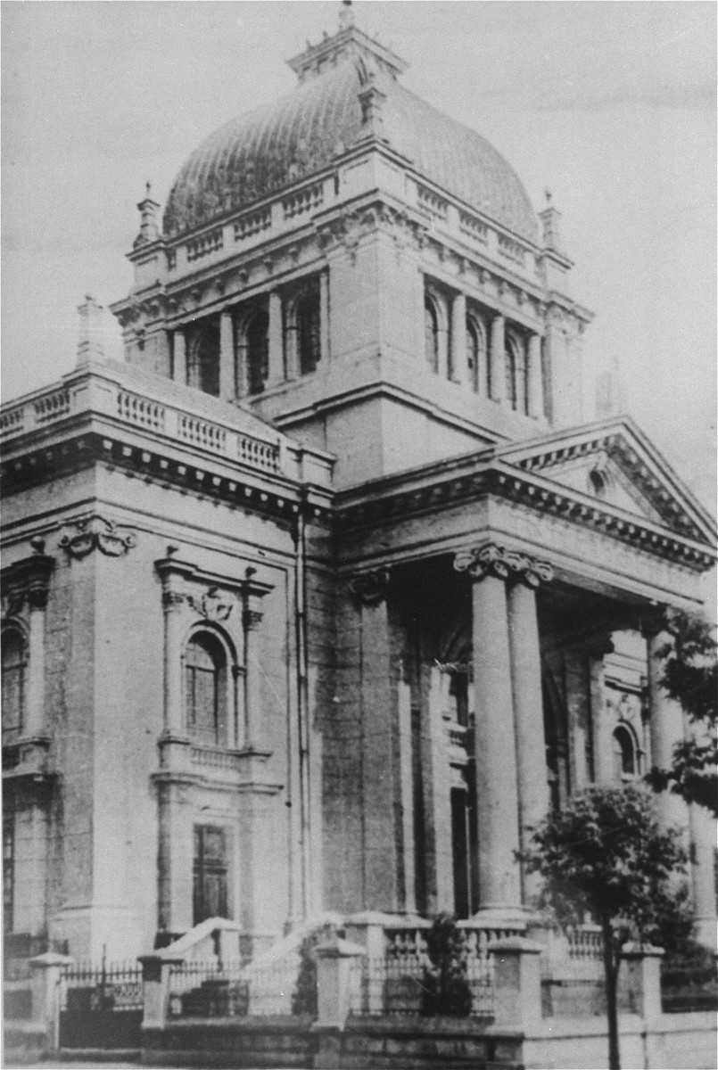 Exterior of the New Synagogue on Waly Wilsona Street in Czestochowa.    The synagogue was destroyed by the Germans on December 25, 1939.