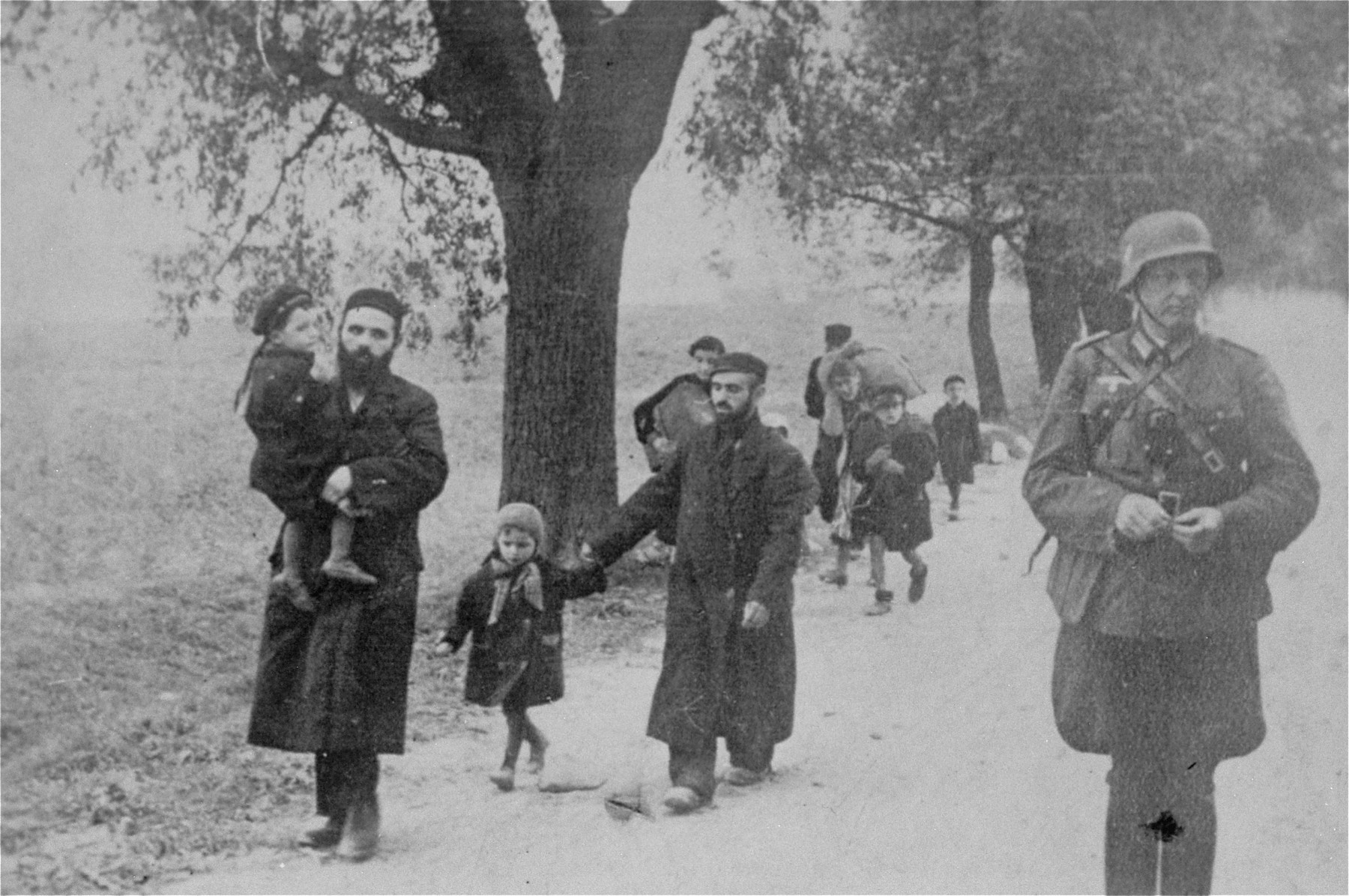 Jewish refugees and a German officer in the vicinity of Klobuck.