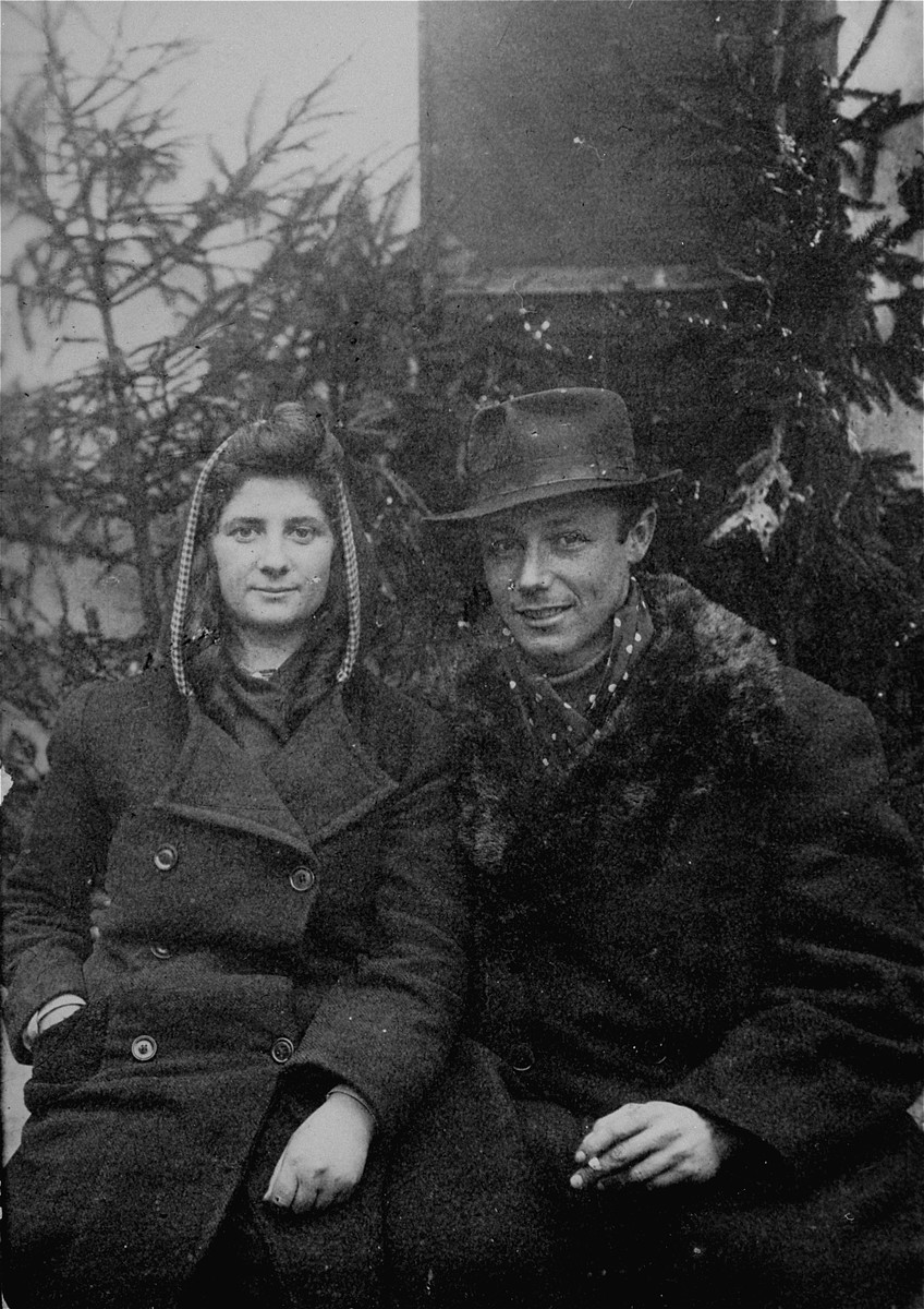 Portrait of Lodzia Hamersztajn and Szymon Rathajzer (later Simcha Rotem) in January 1945.  Both were members of the Zionist youth movement and the Jewish underground in Poland.   Rathajzer's nom de querre was Kazik.