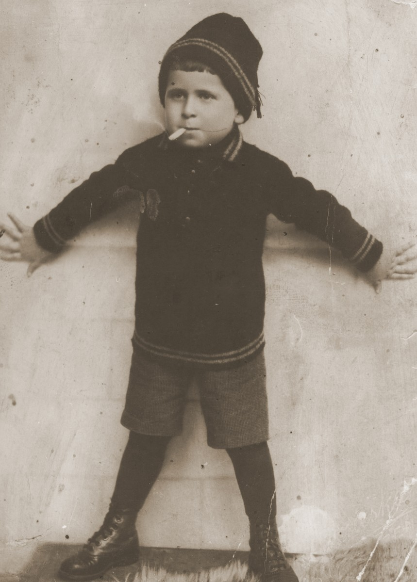 Portrait of Imre Rosner as a young child.
