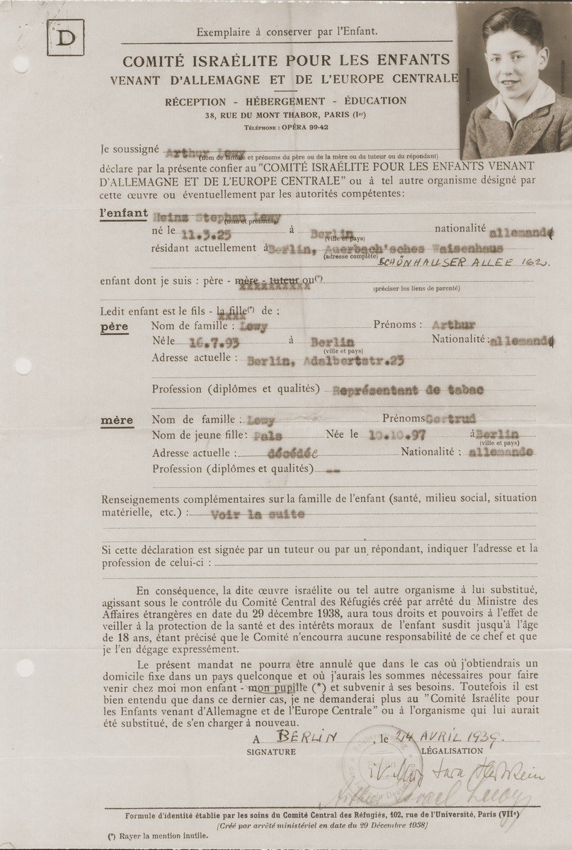 Identification papers for the German-Jewish refugee child, Heinz Stephan Lewy, issued by the Comite Israelite pour les enfants vennant d'Allemagne et de l'Europe centrale (Jewish Committee for the Children coming from Germany and Central Europe) in Paris.    Such papers were issued to all who joined a Kindertransport to France, and assigned the Comite legal responsibility for the welfare of the child until the age of eighteen.