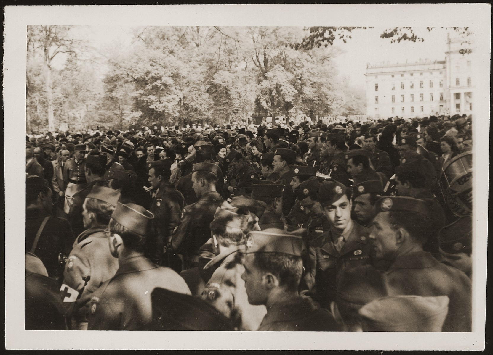 American soldiers in Ludwigslust at the funeral on the palace grounds of the Archduke of Mecklenburg, where the townspeople were forced by U.S. troops to bury the corpses of prisoners killed in the Woebbelin concentration camp .