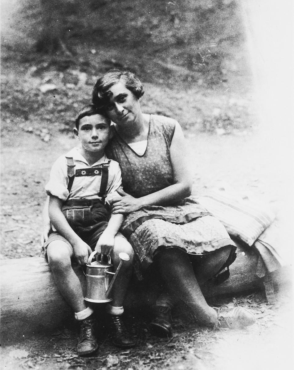 Jolan and Heinrich  Wellisch on vacation in Czechoslovakia.