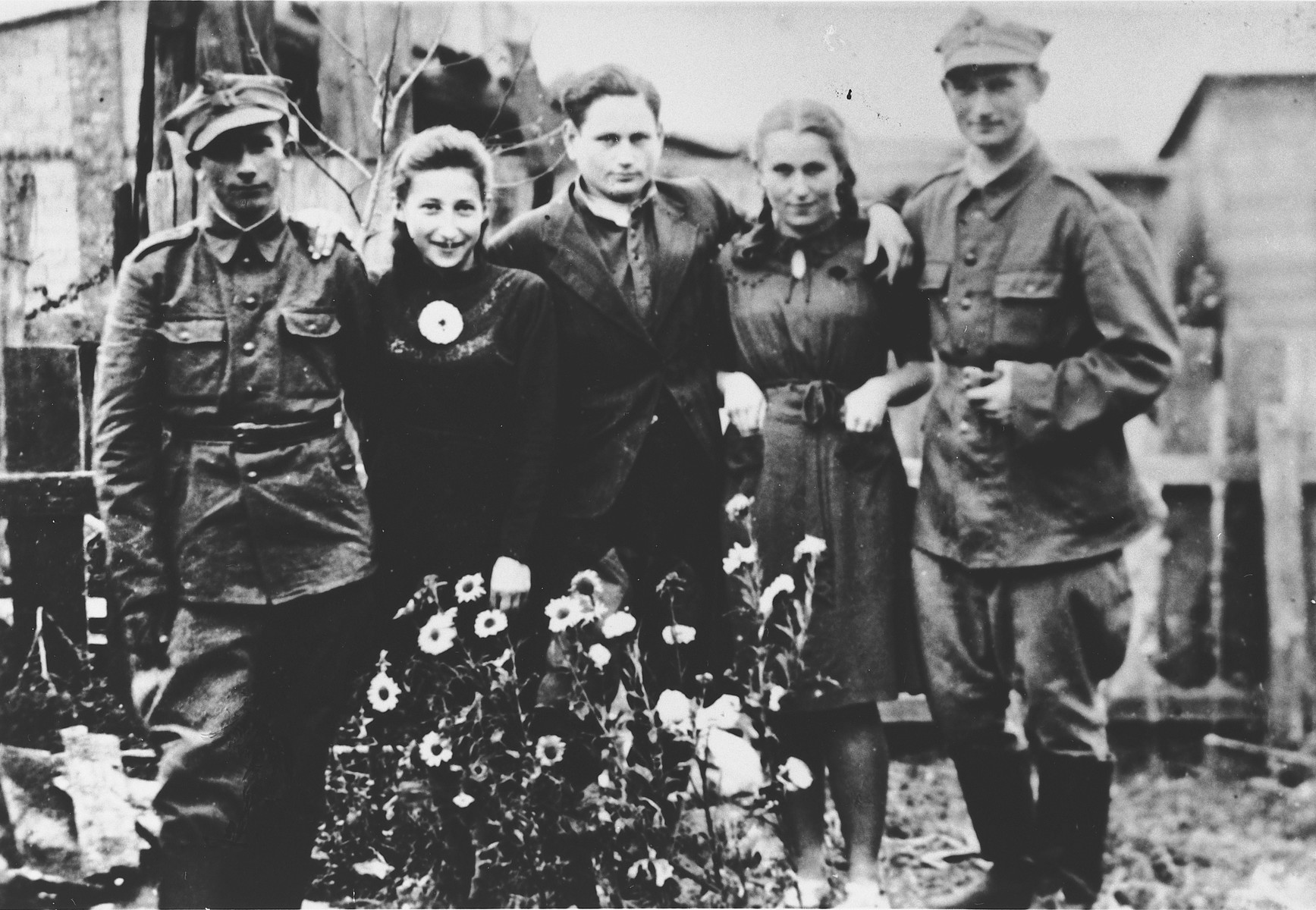 Five Jewish survivors, two of whom were drafted into the Polish army, gather together in Losice.  Yidl Weinstein is on the far left.  Noach Lasman is on the right.