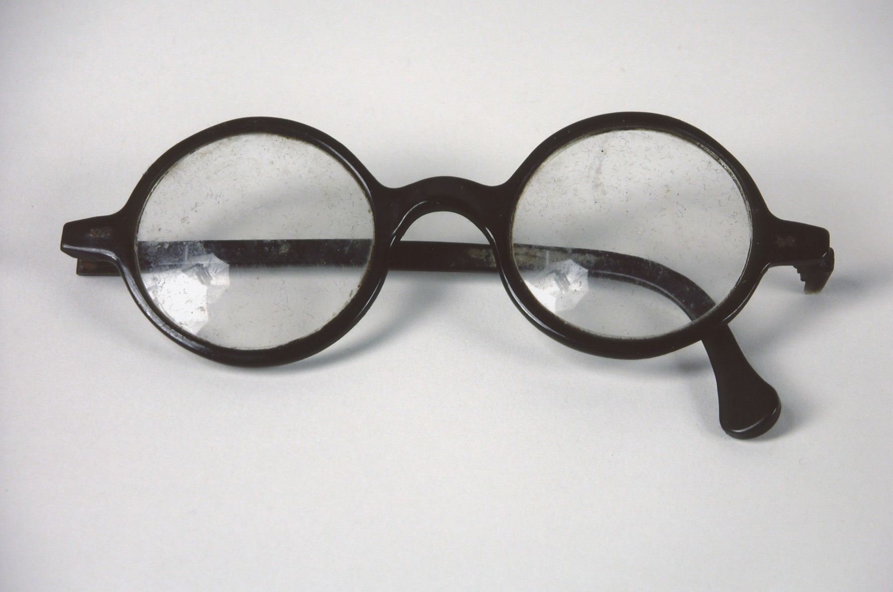 A pair of eyeglasses belonging to Bela Gondas, a Jewish physician, who was a passenger on the Kasztner rescue train.