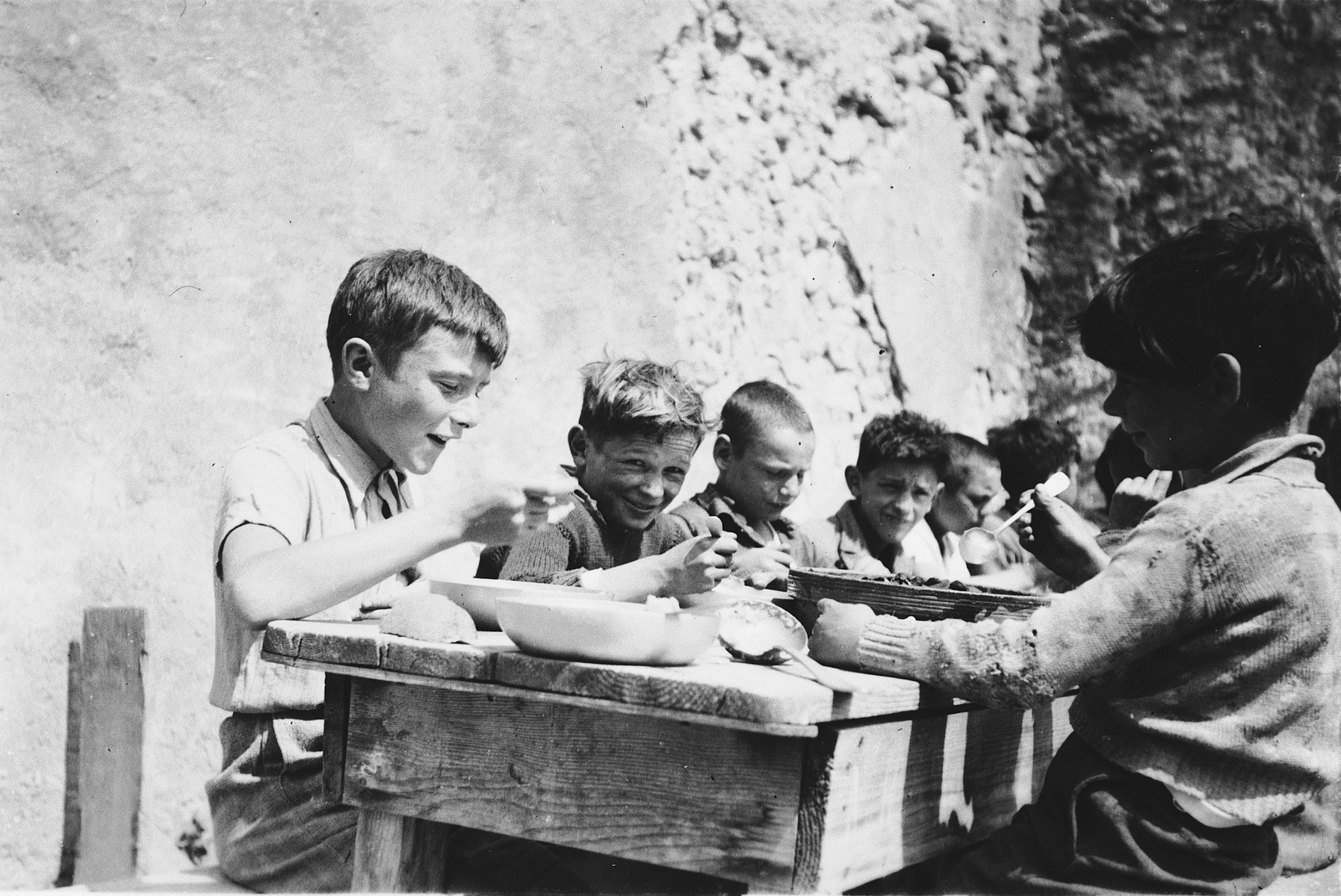 Children eat lunch in the Chateau de la Hille.  At left is Grégoire Villas. Third from left is Fred Manasse.