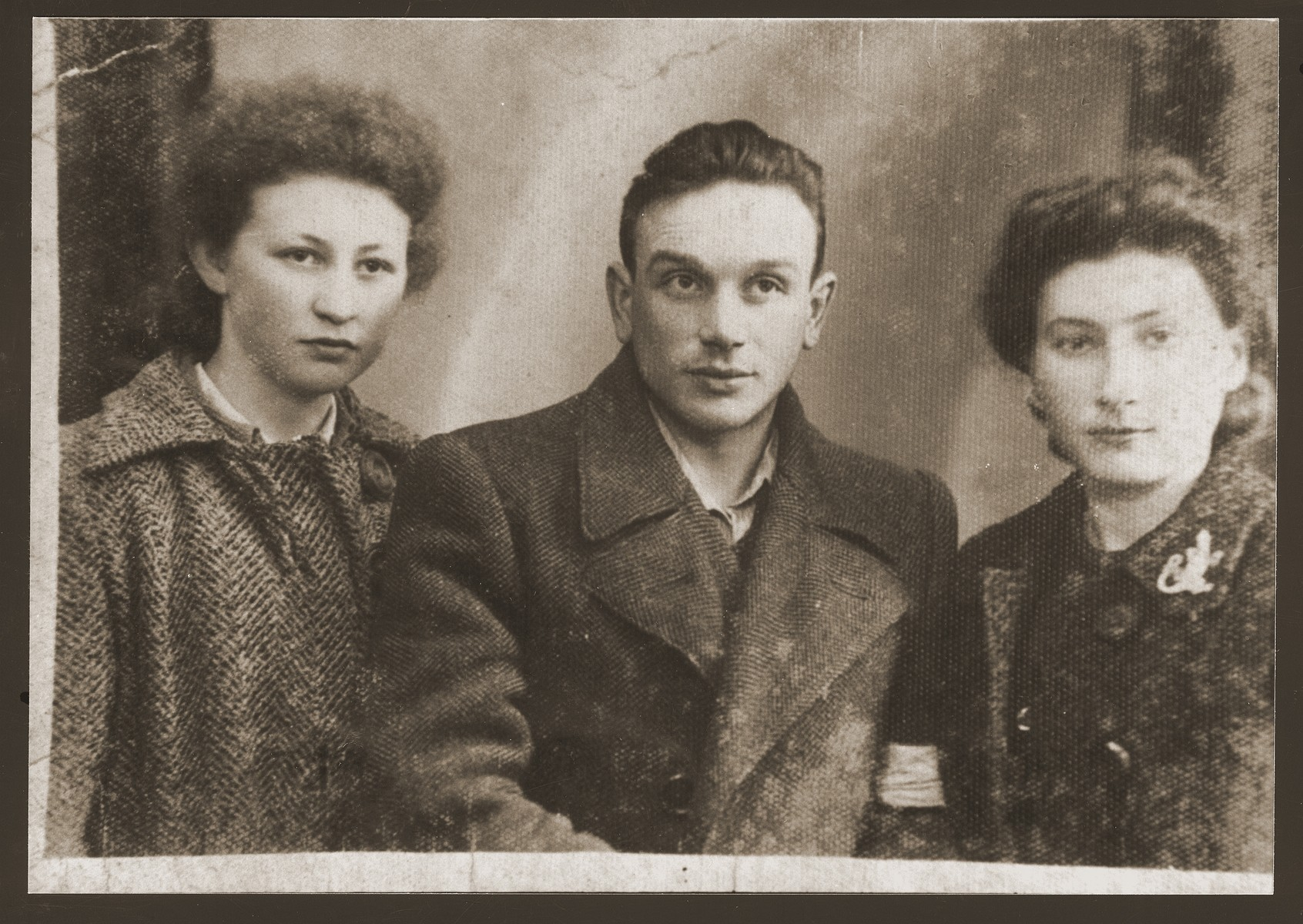 Portrait of three youths in the Dabrowa ghetto.  Pictured from left to right are Bronka Rubinsztajn, Eljezer Geler and Shewa Szeps.