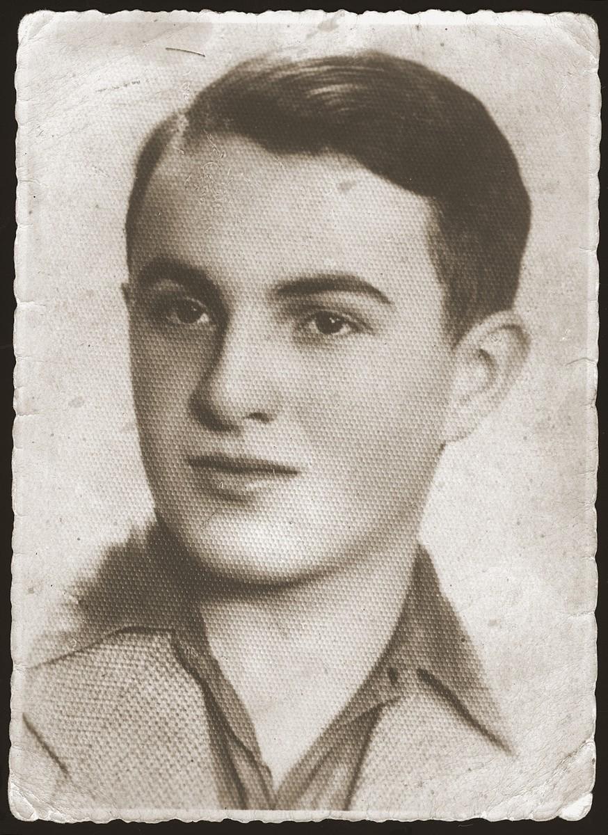 Studio portrait of Tzvi Dunski, a Jewish youth in the Sosnowiec ghetto.