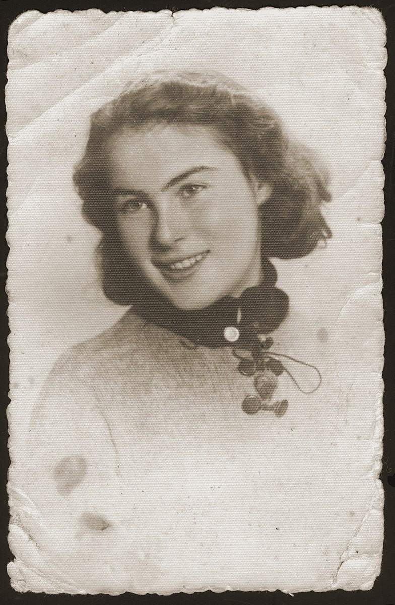 Studio portrait of Genia Dunski, a young Jewish woman in the Sosnowiec ghetto.