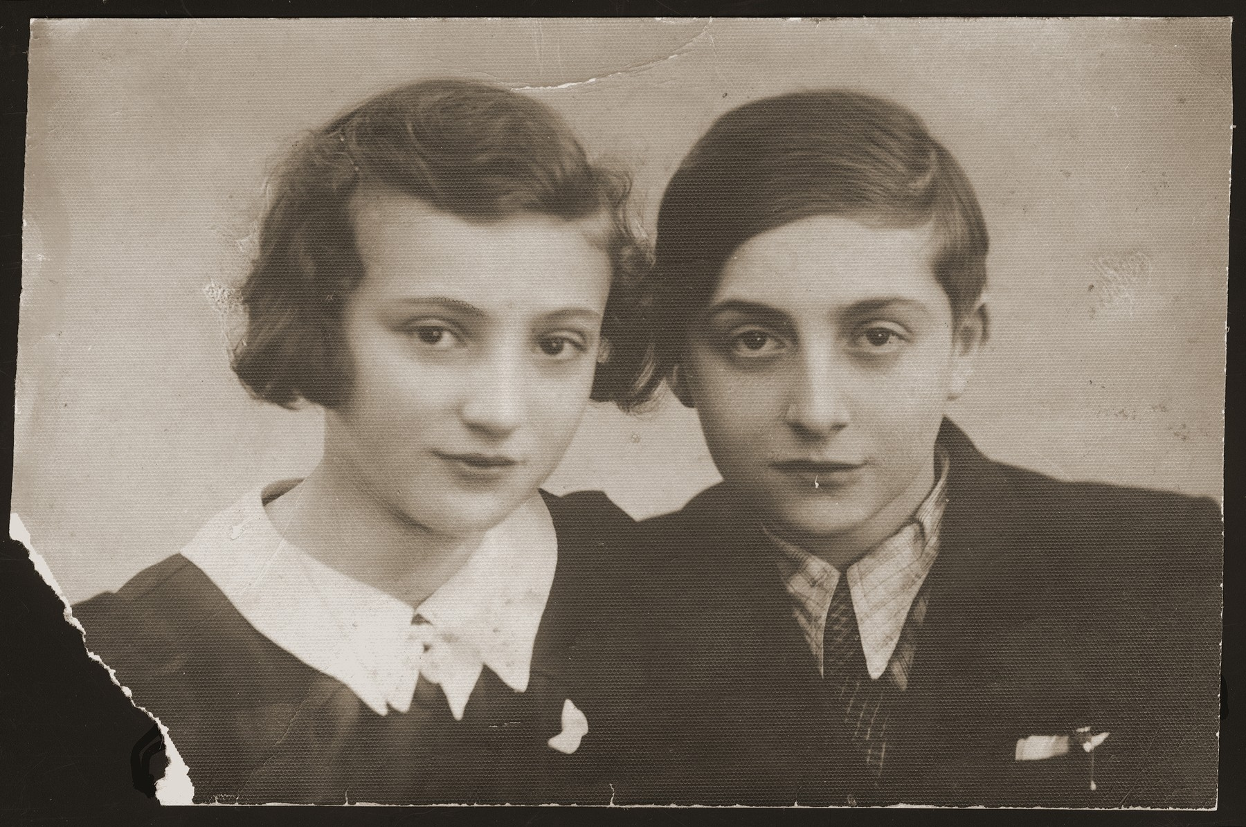 Portrait of two Jewish siblings in the Srodula ghetto in Sosnowiec, Poland.  Pictured are Jadzia and Szlamek Moncznik.  This photograph was sent to their brother, Berl Moncznik, then imprisoned in a labor camp.  In August 1942 both children were deported to their death in Auschwitz.