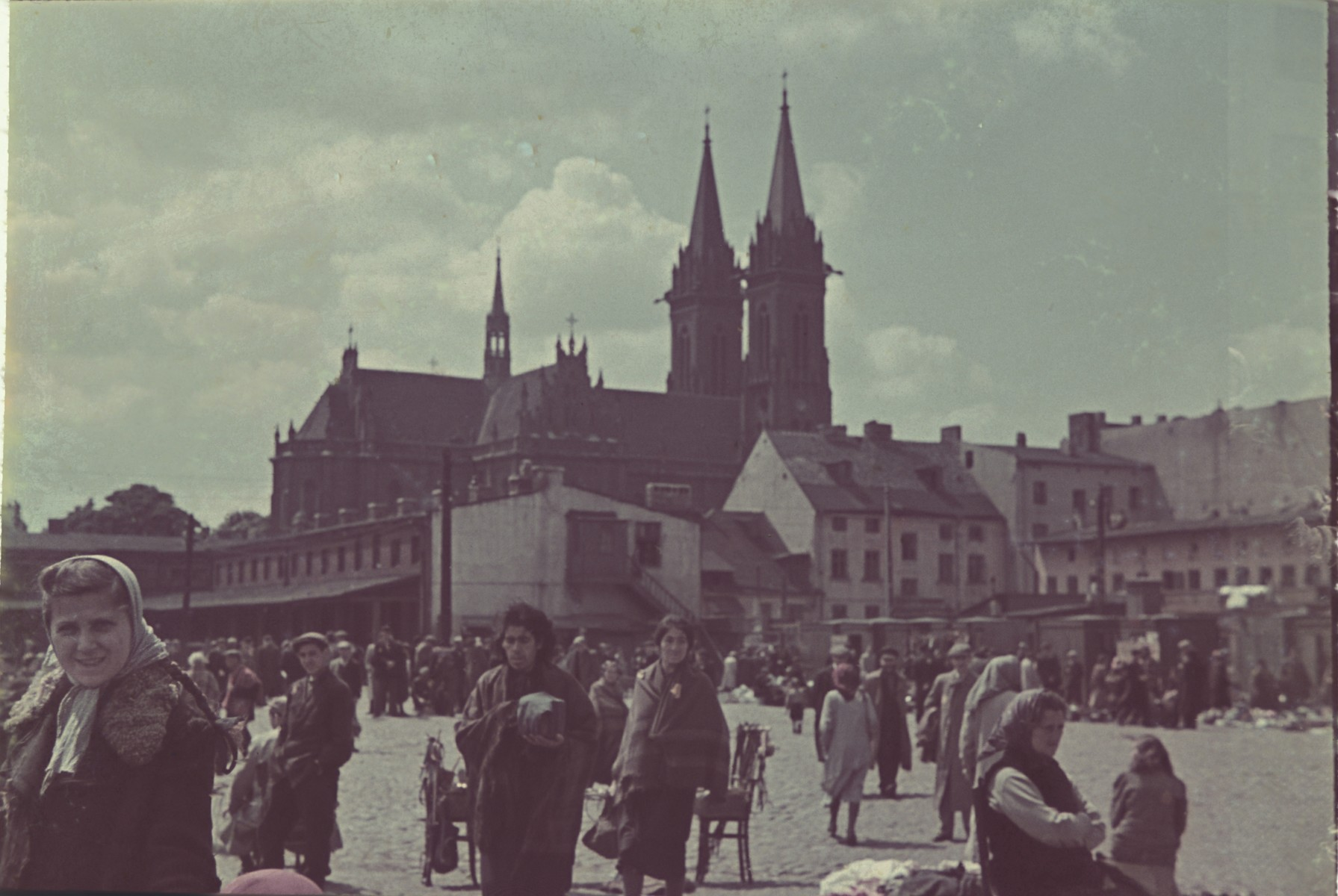 View of the crowded market square of the Lodz ghetto.