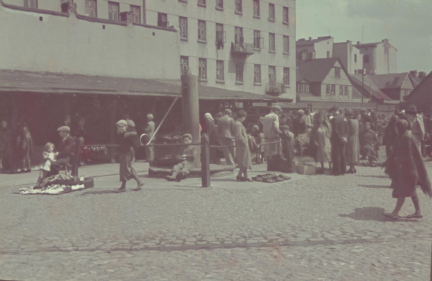 Pedestrians walk through an outdoor market in the Lodz ghetto.