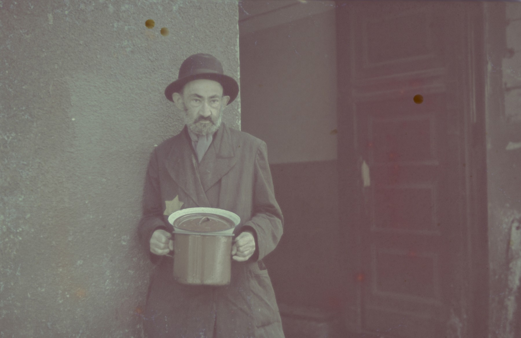 "A Jewish man holding a pot in the Lodz ghetto.  Original German caption: ""Type"" (man), #127."