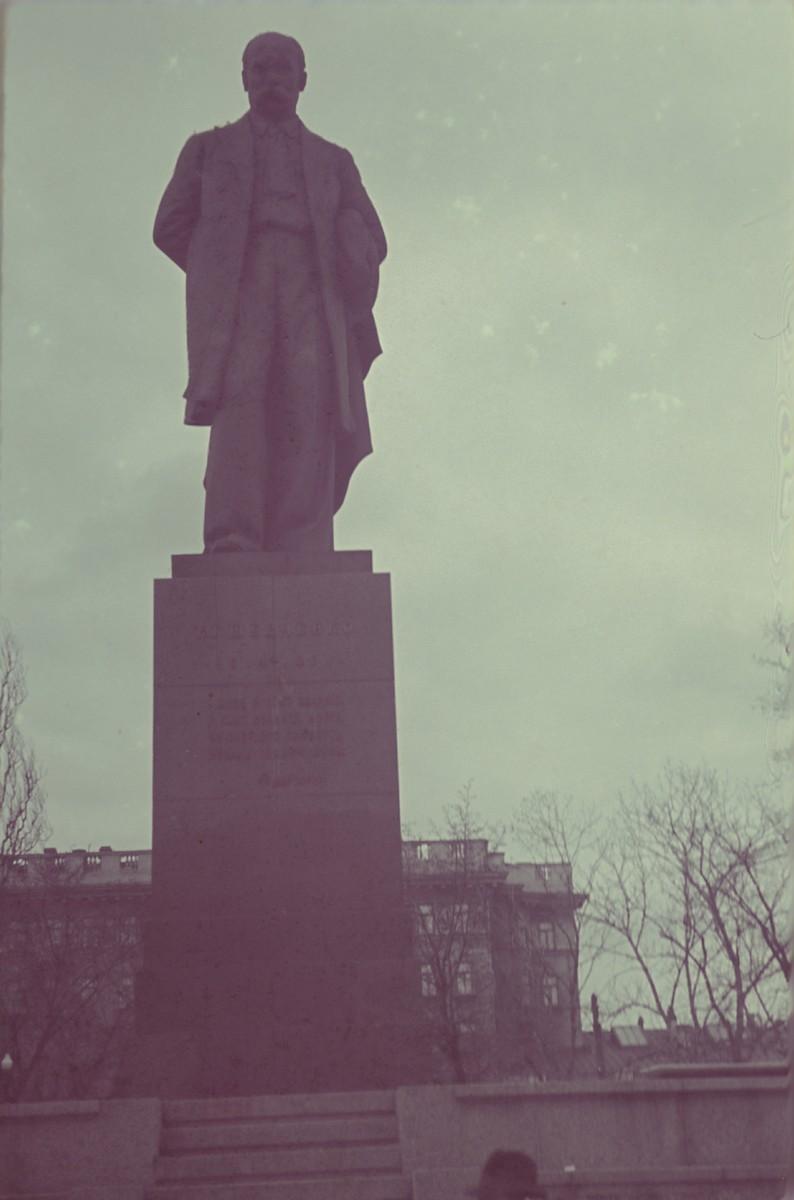 View of a statue photographed by Walter Genewein.