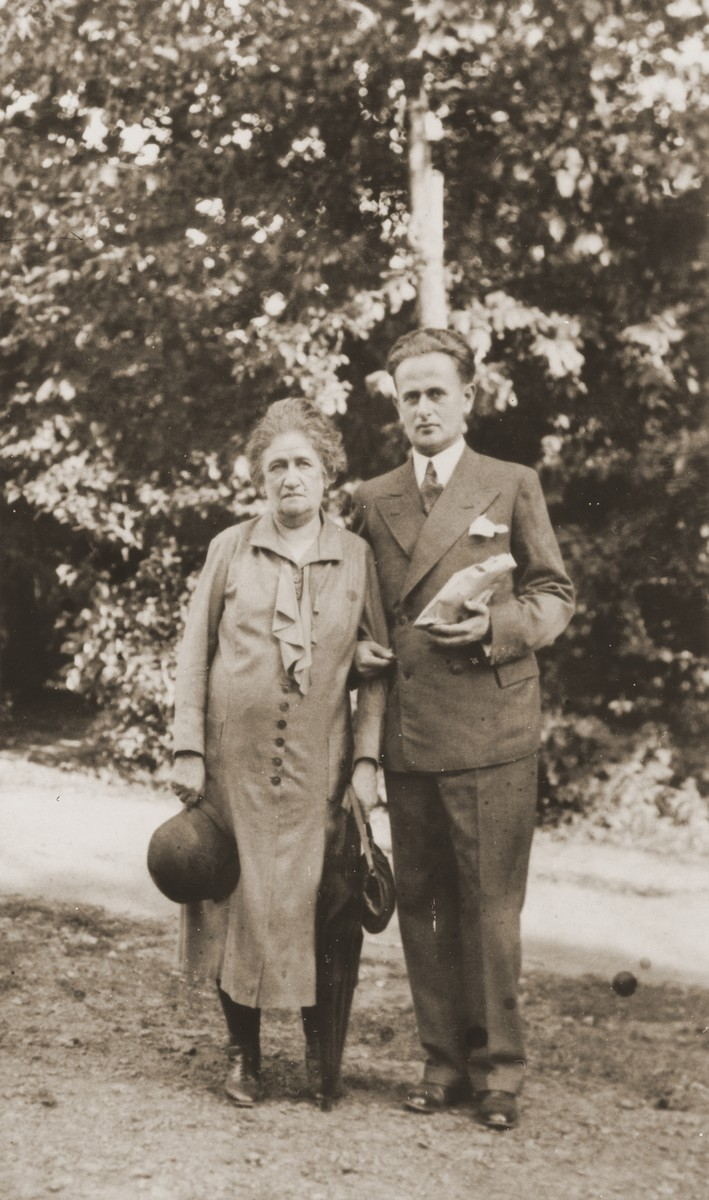 Portrait of Eduard Bong with his mother in a park.    Eduard is the husband of Friedricke Gottfried and worked as a high school teacher of French and German in Czernowitz.