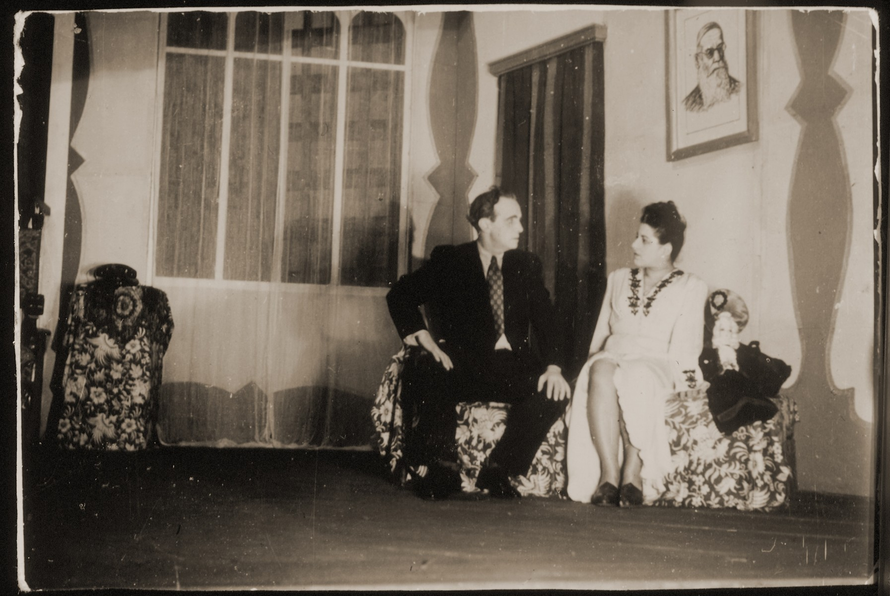 """Jakob Fischer and his leading lady in the production """"Telegrame!"""" at the Jidischer Folks Teater.  Theatrical troupes revived the works of the prewar Yiddish stage during the postwar DP period from 1945-1951."""