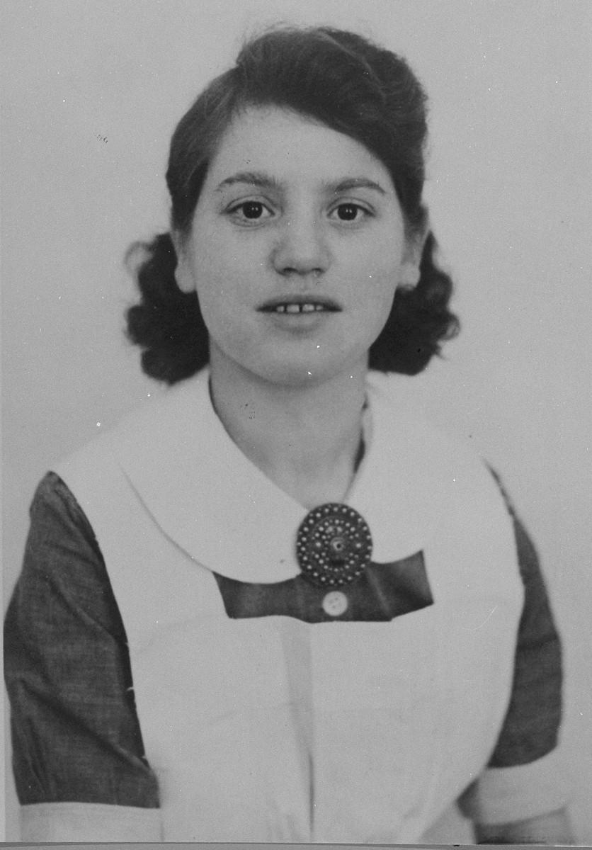 Portrait of Elisabeth Kooperberg Rood, a nurse in the Jewish invalid hospital in Amsterdam.