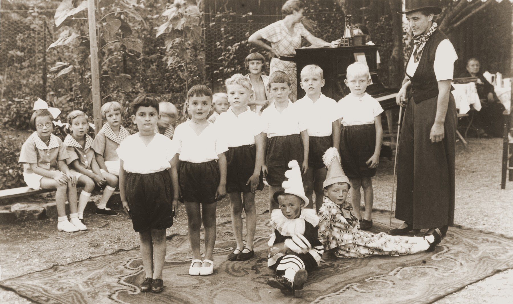 A children's performance at a kindergarten in Erfurt.  Among those pictured are Lore Dublon (seated second from the left) and Peter Heimann (the first boy on the left). The kindergarten was operated by Frau Topf.