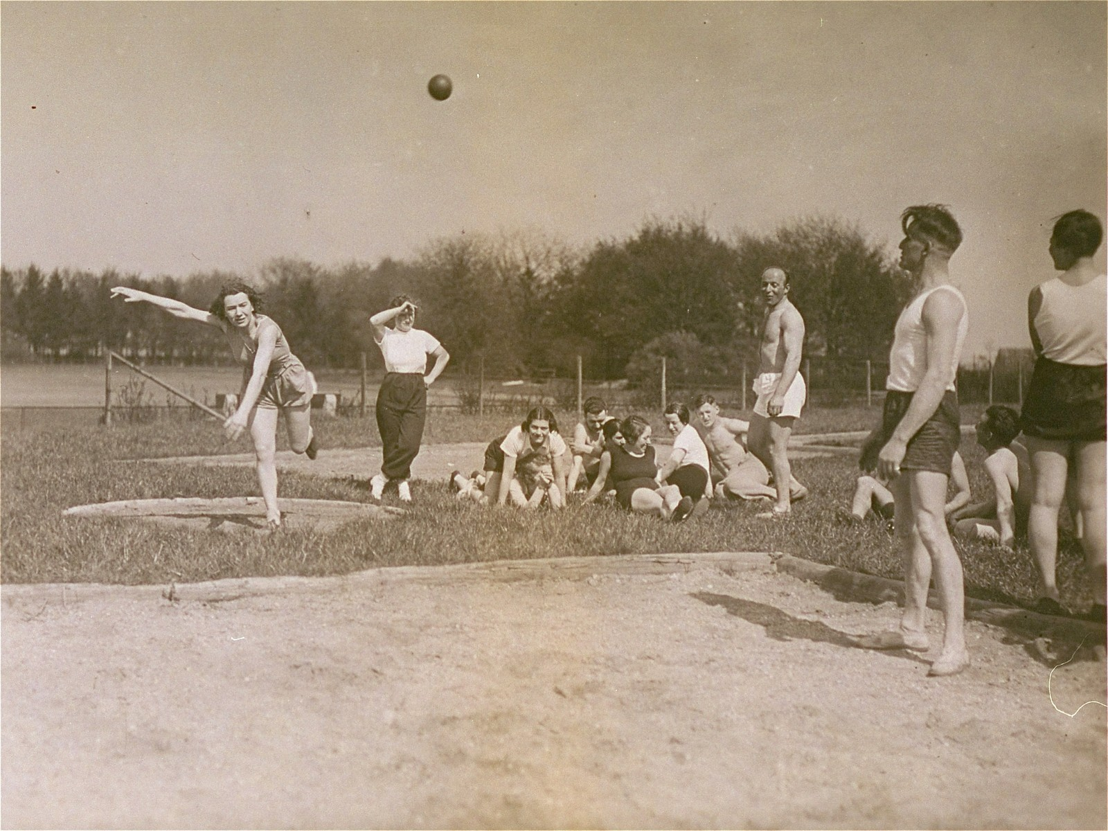 Ilse Dahl, a member of the track and field team of the Reichsbund juedischer Frontsoldaten sports club, hurls a shotput 7.10 meters.