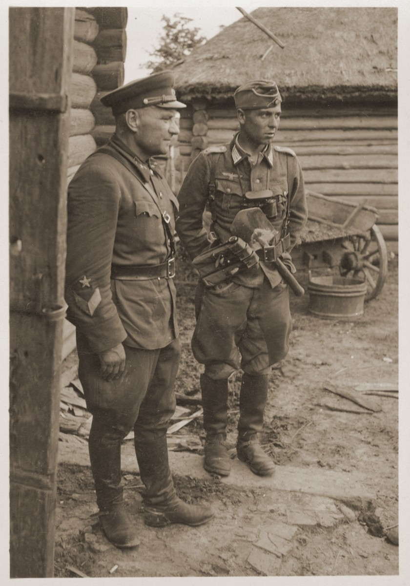 A German soldier with a captured Soviet officer.