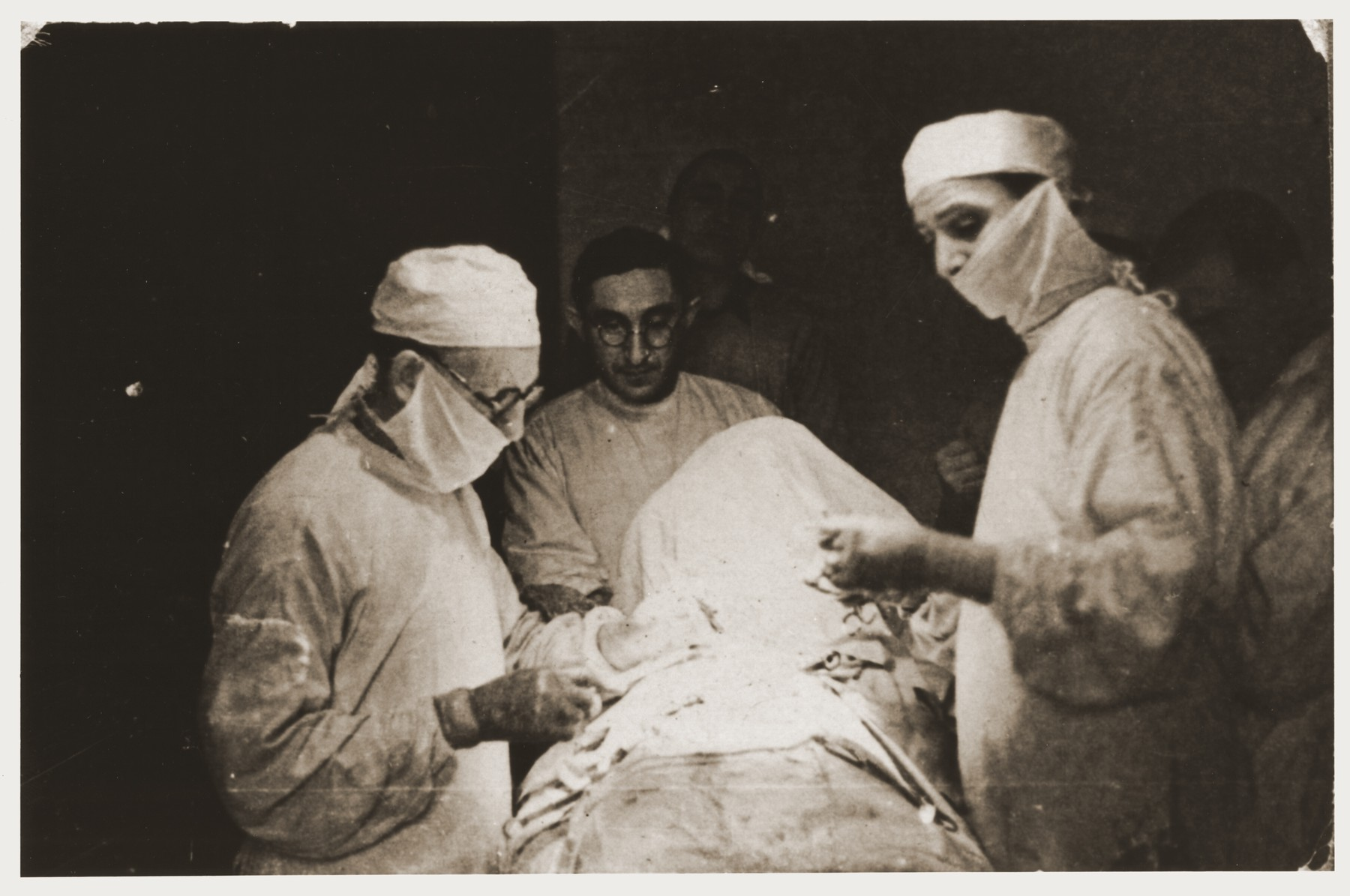Dr. Eliasberg performs an operation in the Lodz ghetto hospital.