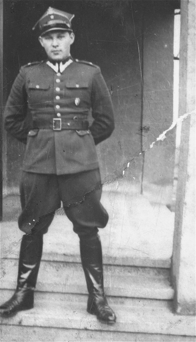 Portrait of Leopold Pfefferberg-Page as an officer in the Polish Army in 1939.