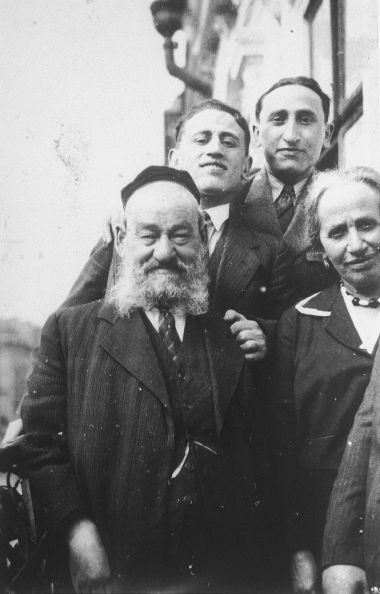 Portrait of the Gaenger family.  Among those pictured are Yehuda Leib and Rivka Gaenger (front), the grandparents of Amalie Petranker.