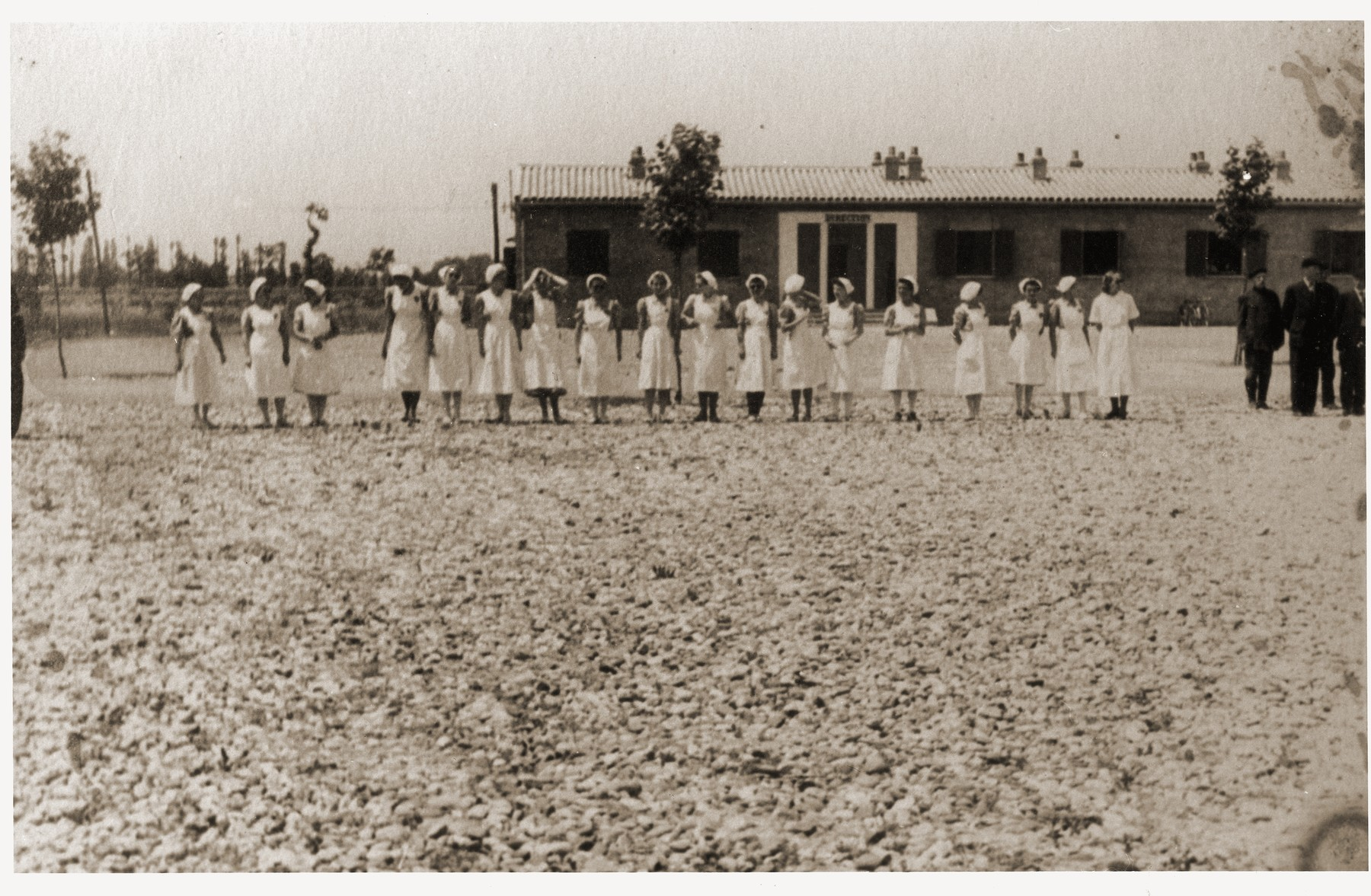 Nurses and guards gather in front of the management of the Recebedou camp.