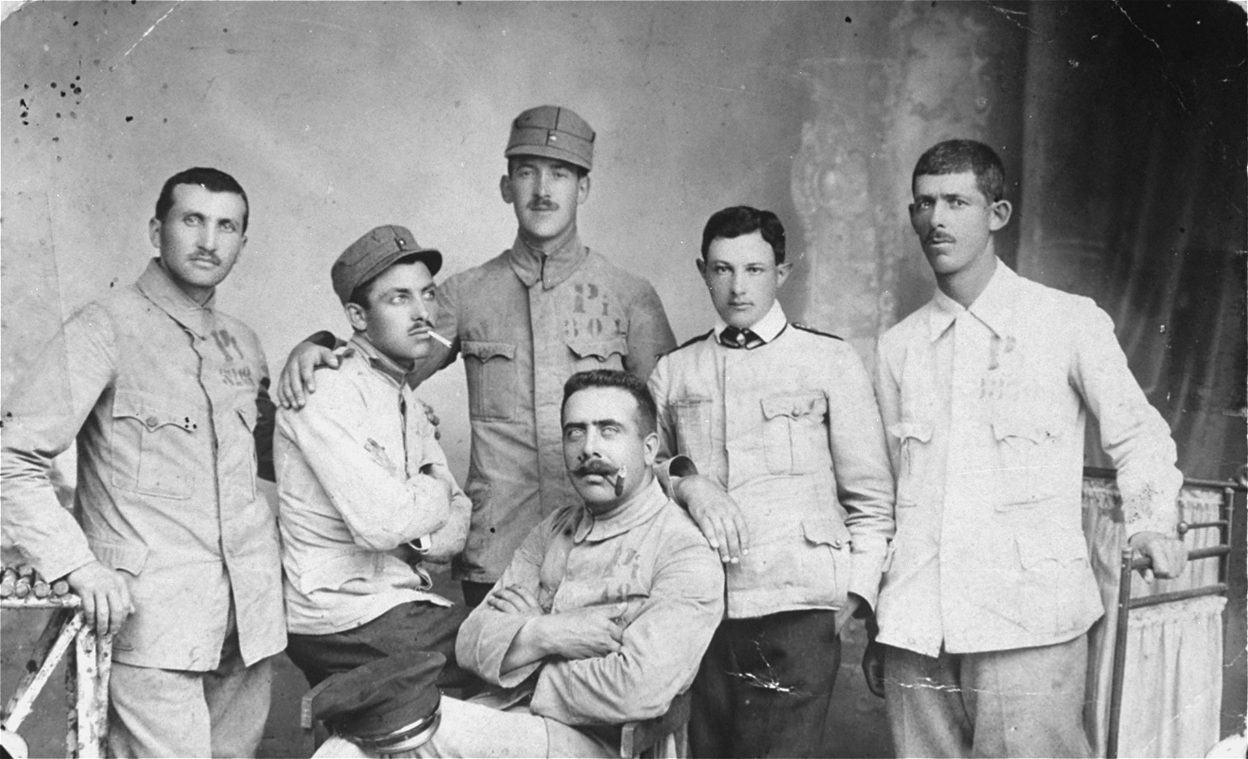 Group portrait of Jewish soldiers in the Romanian army during World War I.  Among those pictured is Leon Gutman.