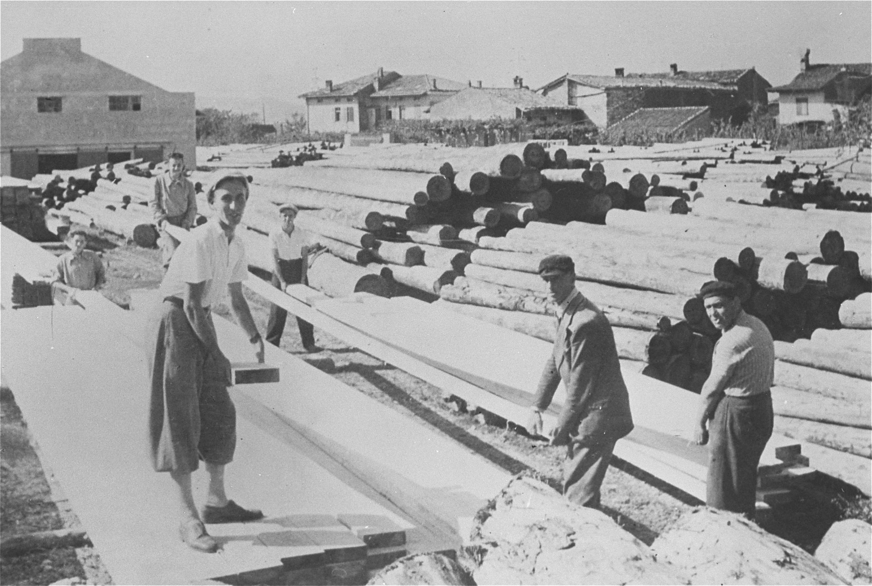 Italian Jews at forced labor at a lumber mill in Gorizia, Italy.  Among those pictured are Rubin Rotstein (far right) and Marcello Morpugo.