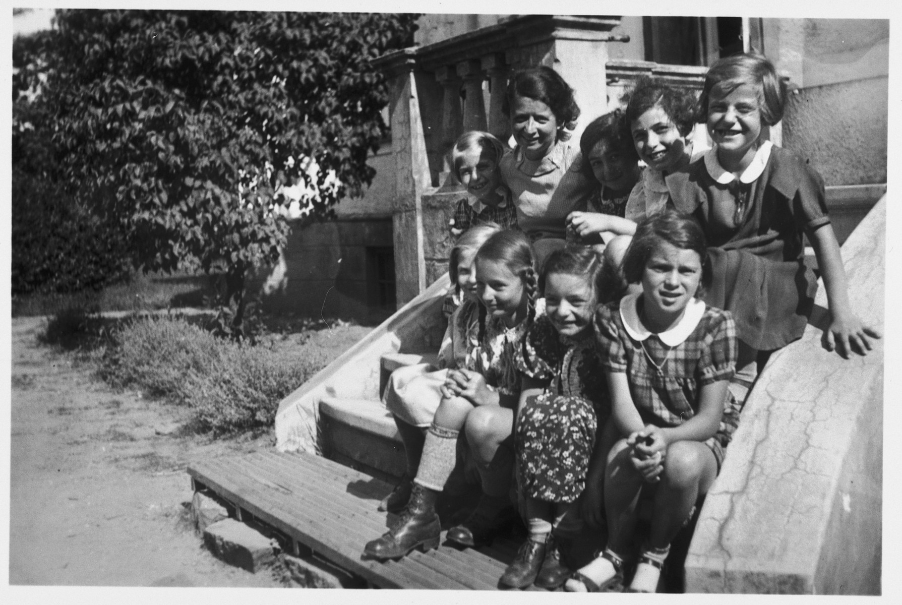 Group portrait of Jewish girls from Germany at a Kinderlager [children's recreational summer camp] in Horserod, Denmark.    In 1935-36 Norbert Wollheim was involved in organizing groups of German Jewish youth to attend a summer camp in Denmark.