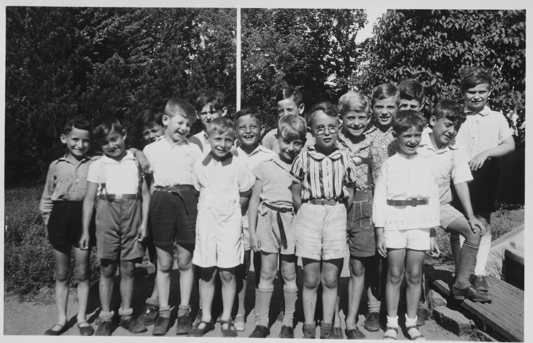 Group portrait of Jewish children from Germany at a Kinderlager [children's recreational summer camp] in Horserod, Denmark.    In 1935-36 Norbert Wollheim was involved in organizing groups of German Jewish youth to attend a summer camp in Denmark.