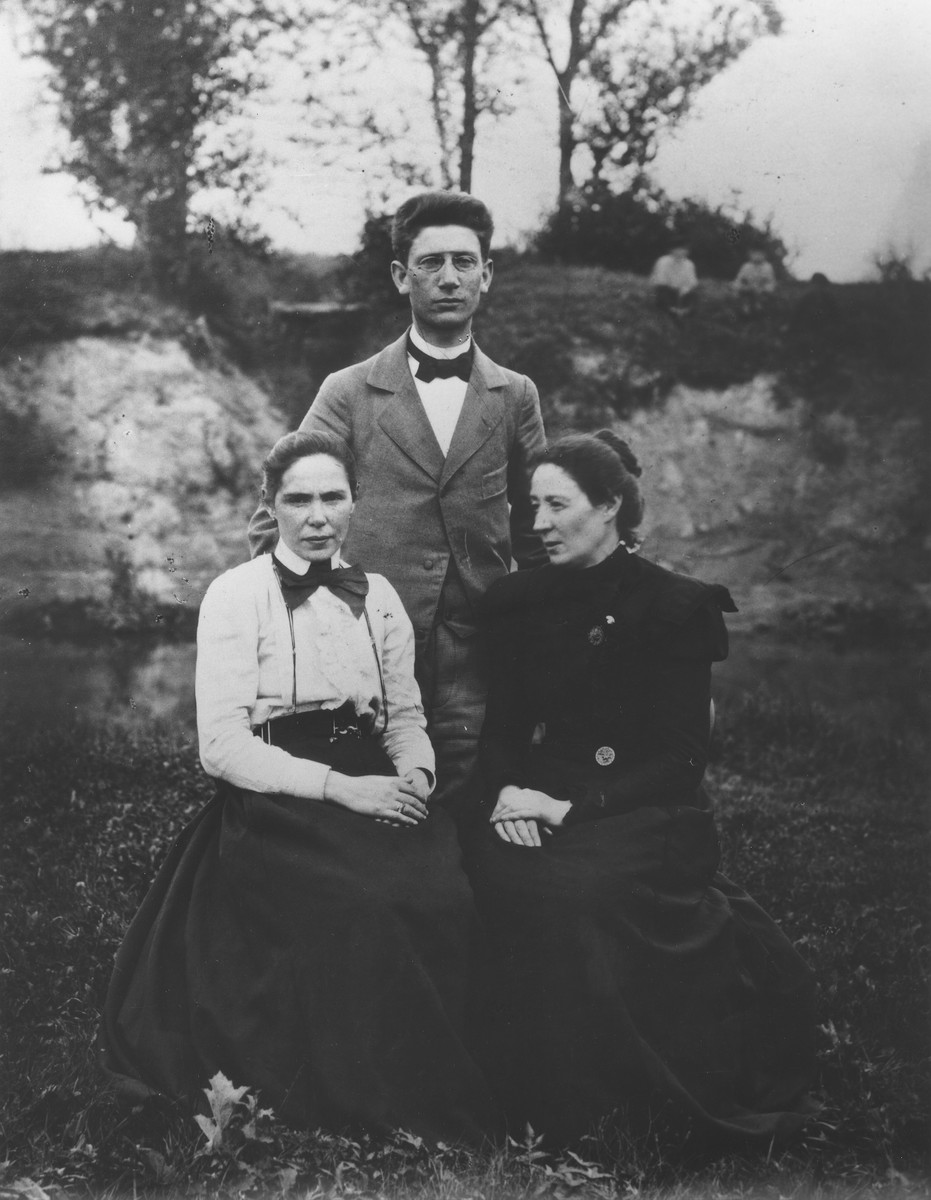 Portrait of three members of the Mikolaevsky family. Pictured from left to right are: Fanya, Boris and Esther Maggid.