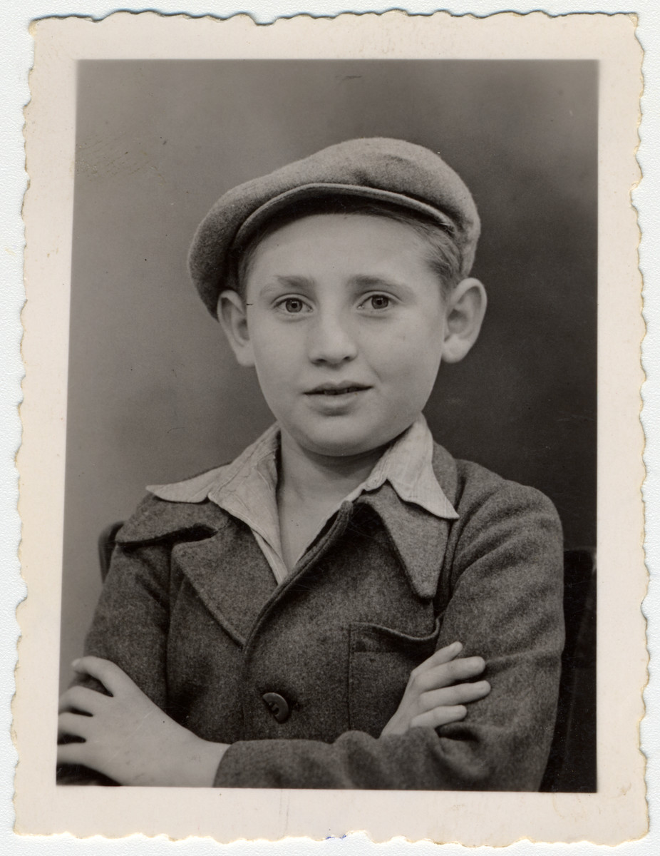 "Portrait of ""Buchenwald Boy"" Jakub Finkelsztajn.  The inscription on the back reads ""I offer as a souvenir to my friend from Strzemieszyce -- Jakub Finkelsztajn"".  [Jakob Finkelstajn was probably later on the Exodus.]"