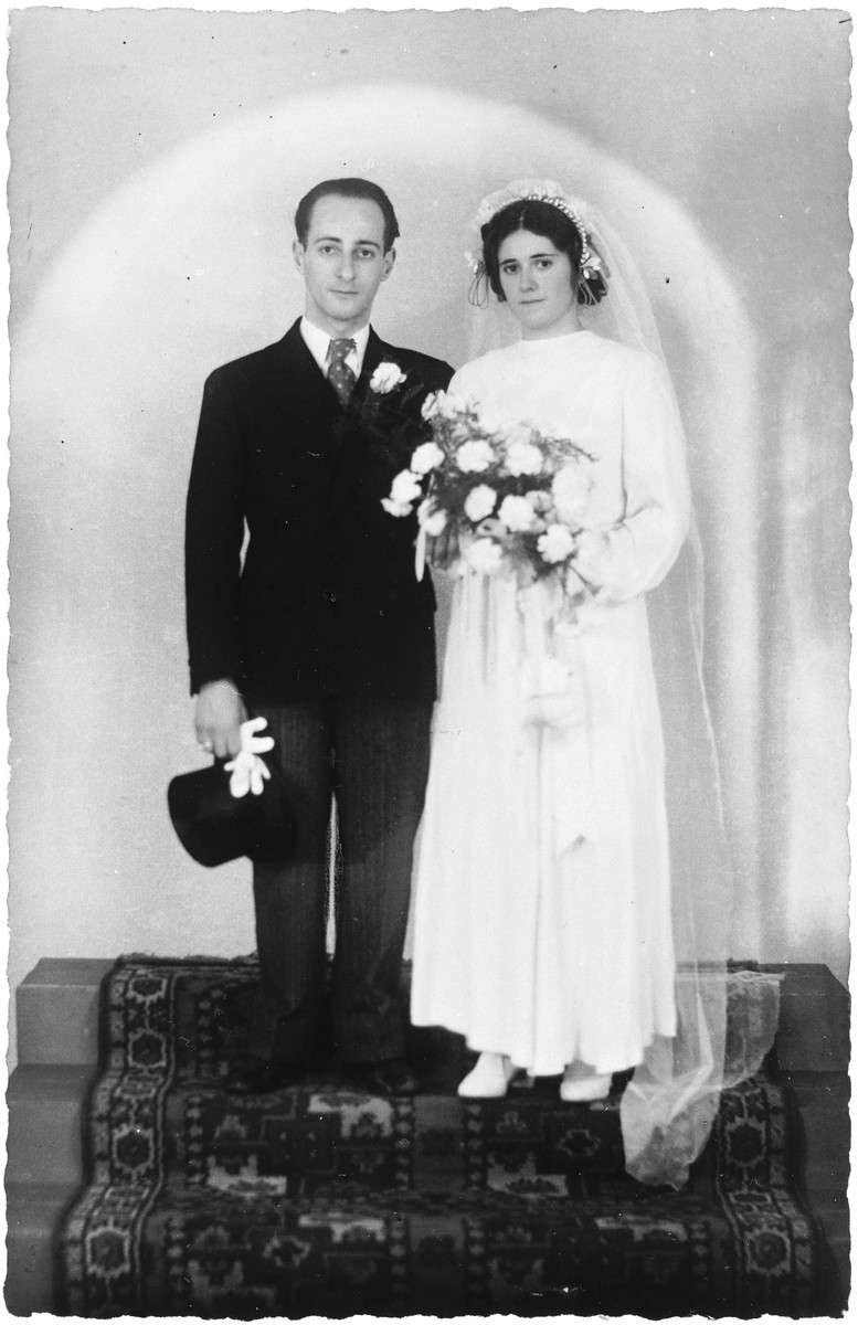 Wedding portrait of Emanuel Louis Kats and Henderina Eliasar.