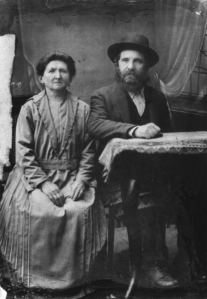 Portrait of Eta and Icik Zelmanovics, Jewish farmers from Transcarpathia.  They were the grandparents of Etta Falakovics.
