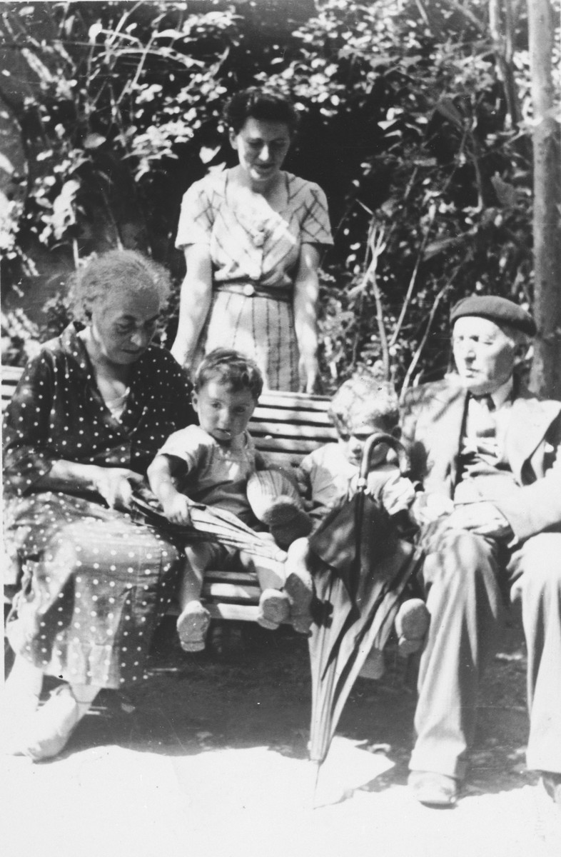 Portrait of the Haas family sitting on a park bench in Cenac.