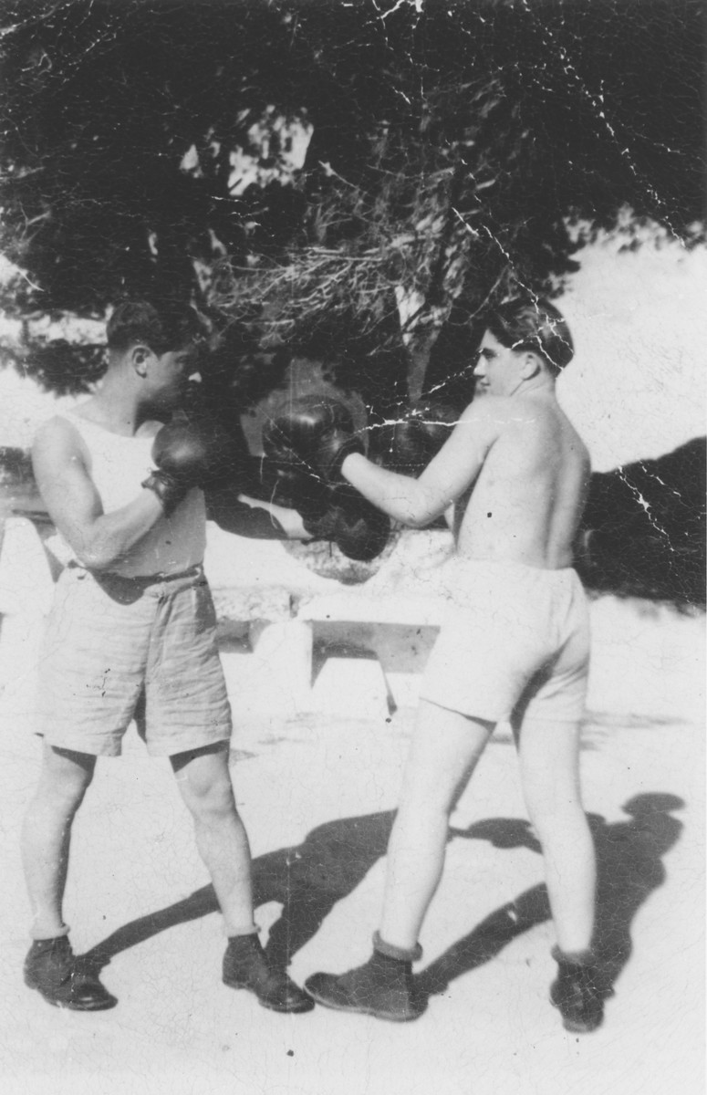 Pinkus Gipsman spars with a friend in the Bari DP camp.