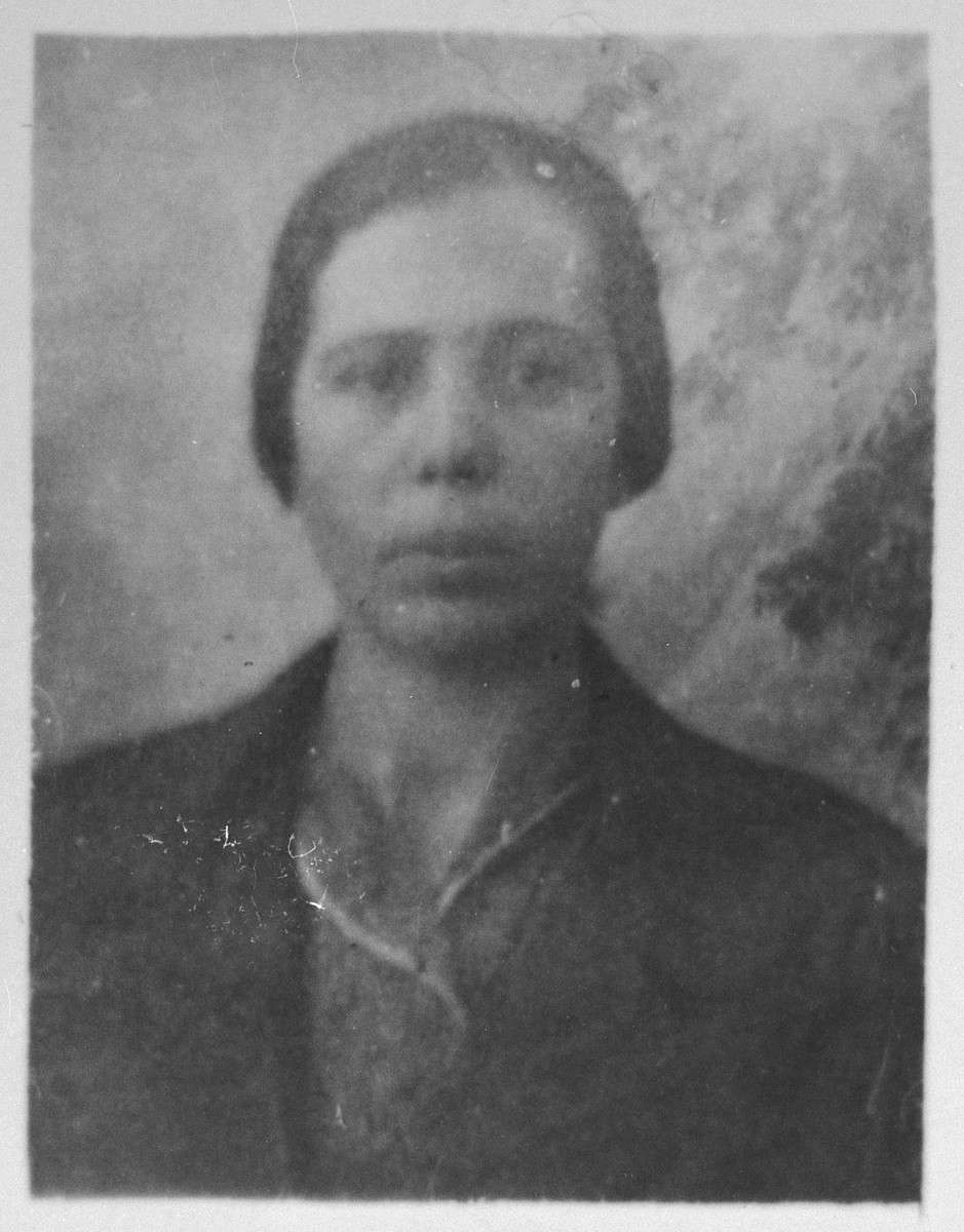 Portrait of Alegra Sadikario (patronymic: Mushon).  She lived at Asadbegova 7 in Bitola.
