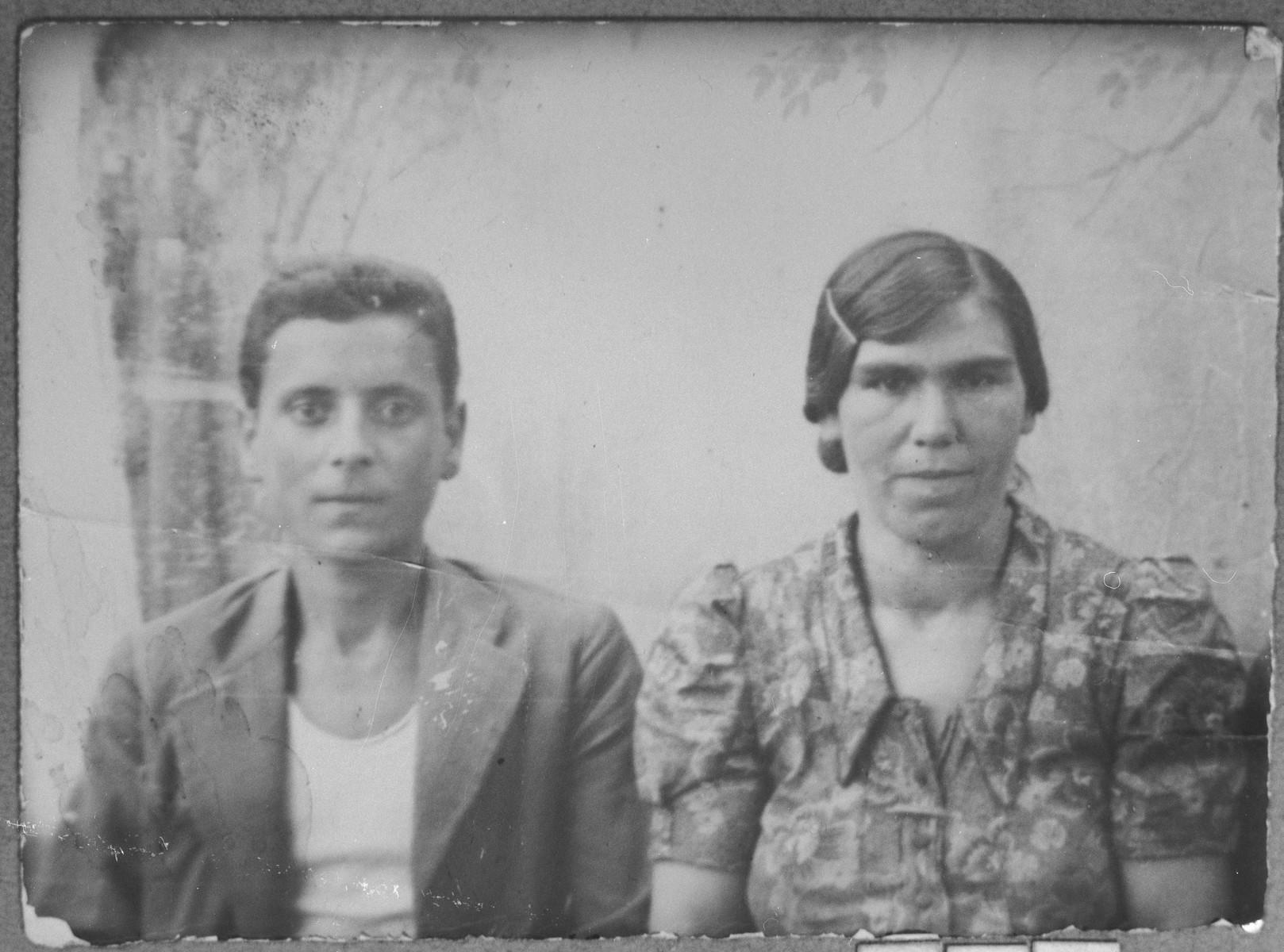 Portrait of Luna Sadikario, wife of Avram Sadikario, and Avram's son, Yosef.  Yosef was a laborer.  They lived at Krstitsa 30 in Bitola.
