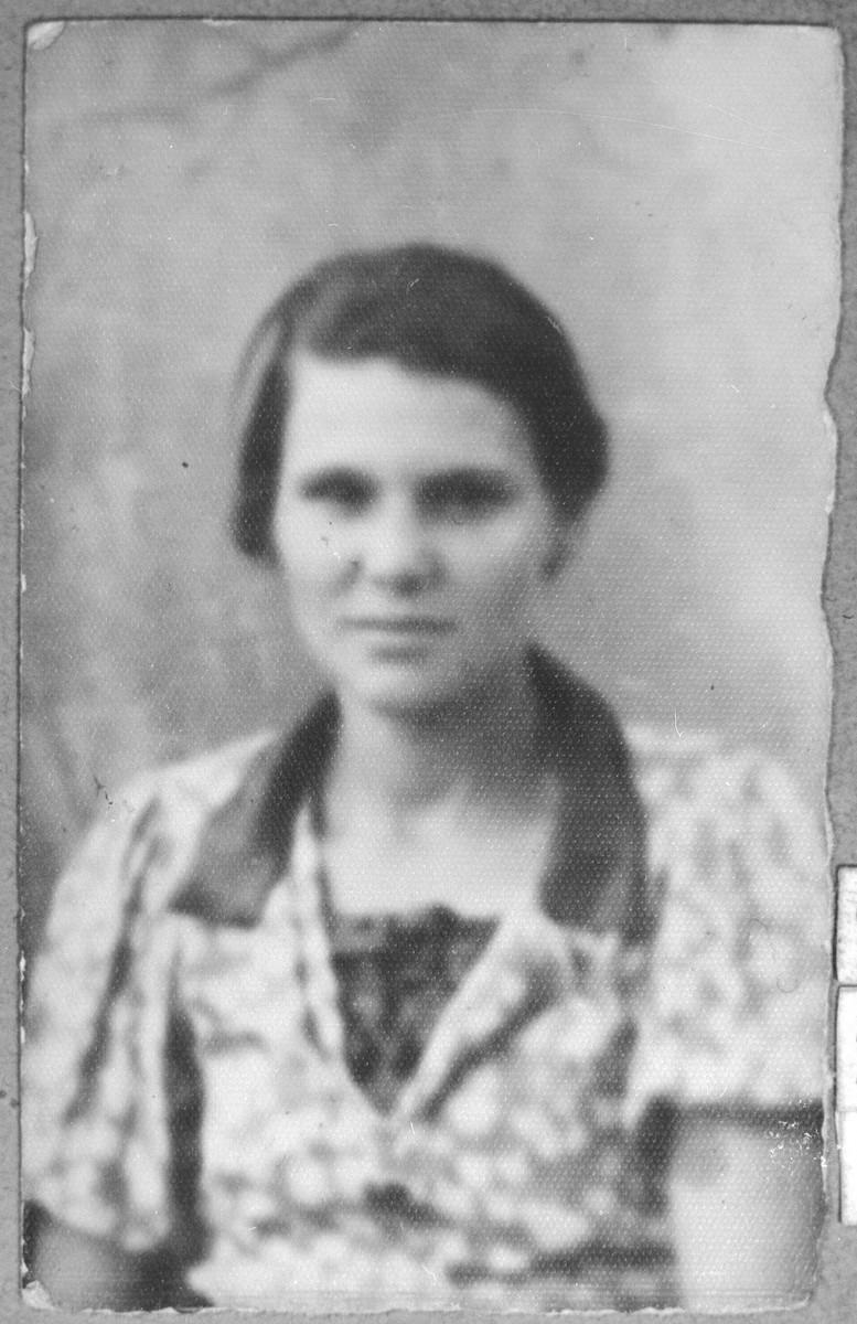 Portrait of Diamanti Sadik, wife of Haim Sadik.  She lived at Drinska 20 in Bitola.