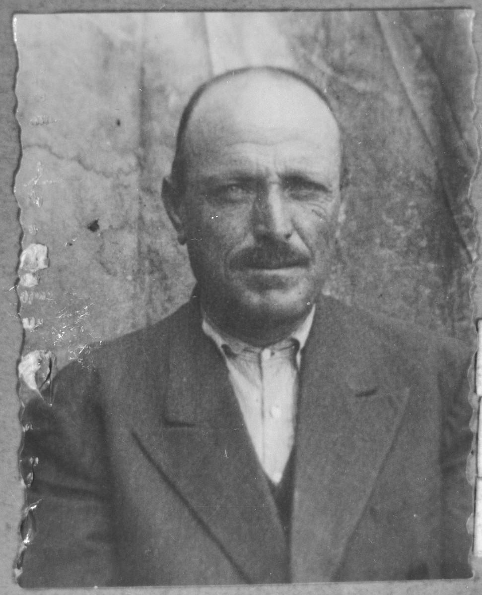 Portrait of Isak Sadikario, son of Yeuda Sadikario.  He was a second-hand dealer.  He lived at Karagoryeva 73 in Bitola.