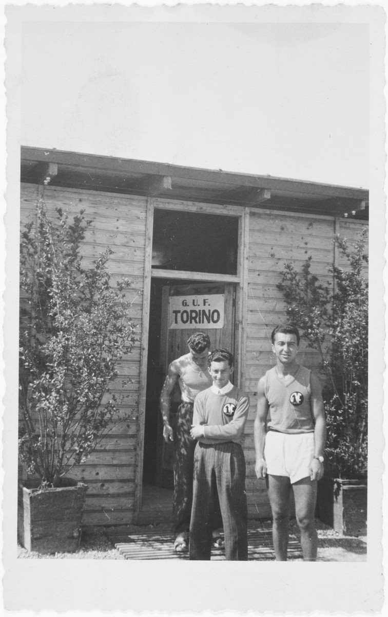 Mario Fabini (center) stands in front of the door of a sports club.